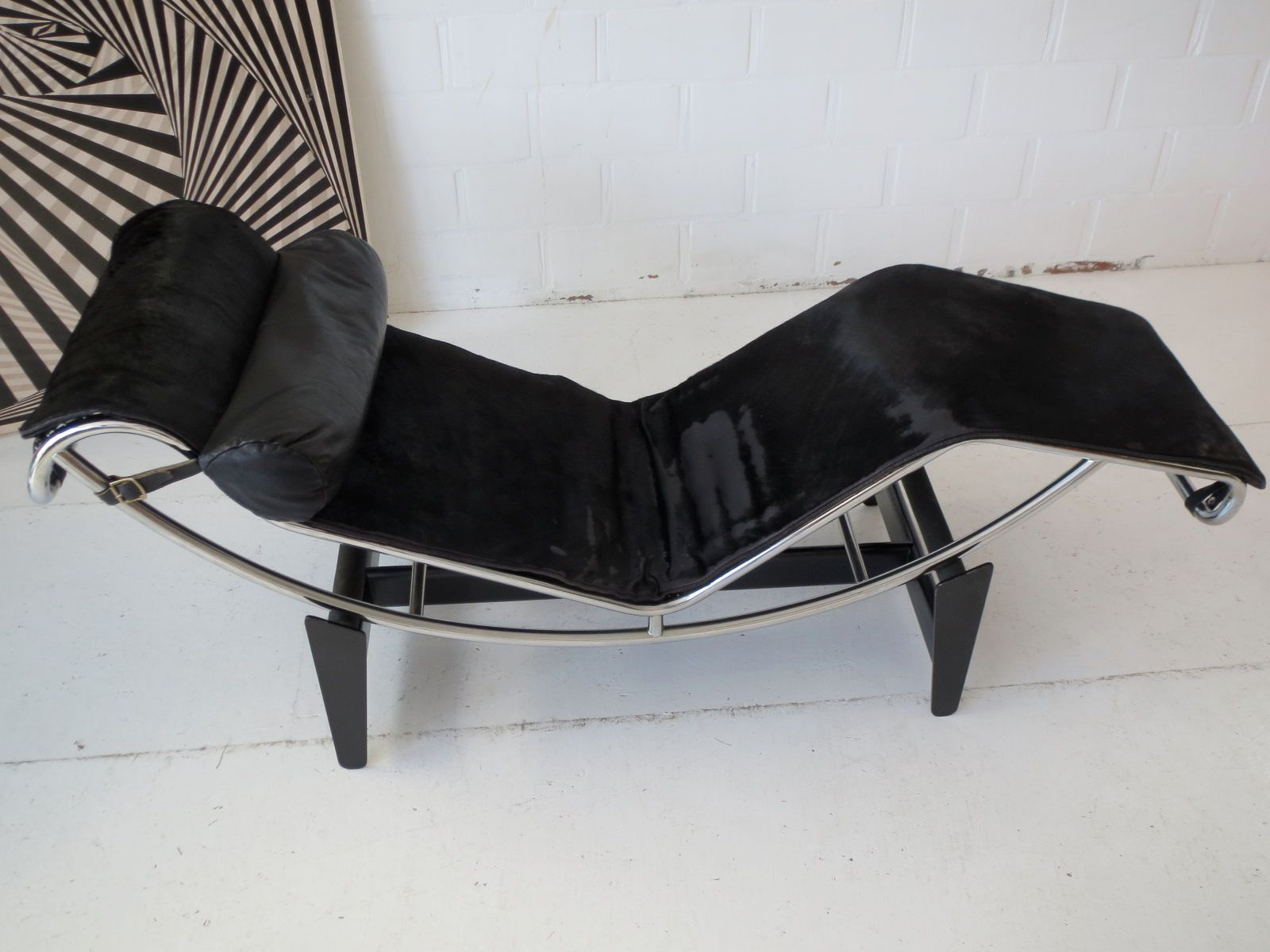 Early under 750 numbered lc4 chaise longue by le - Chaise longue charlotte perriand ...