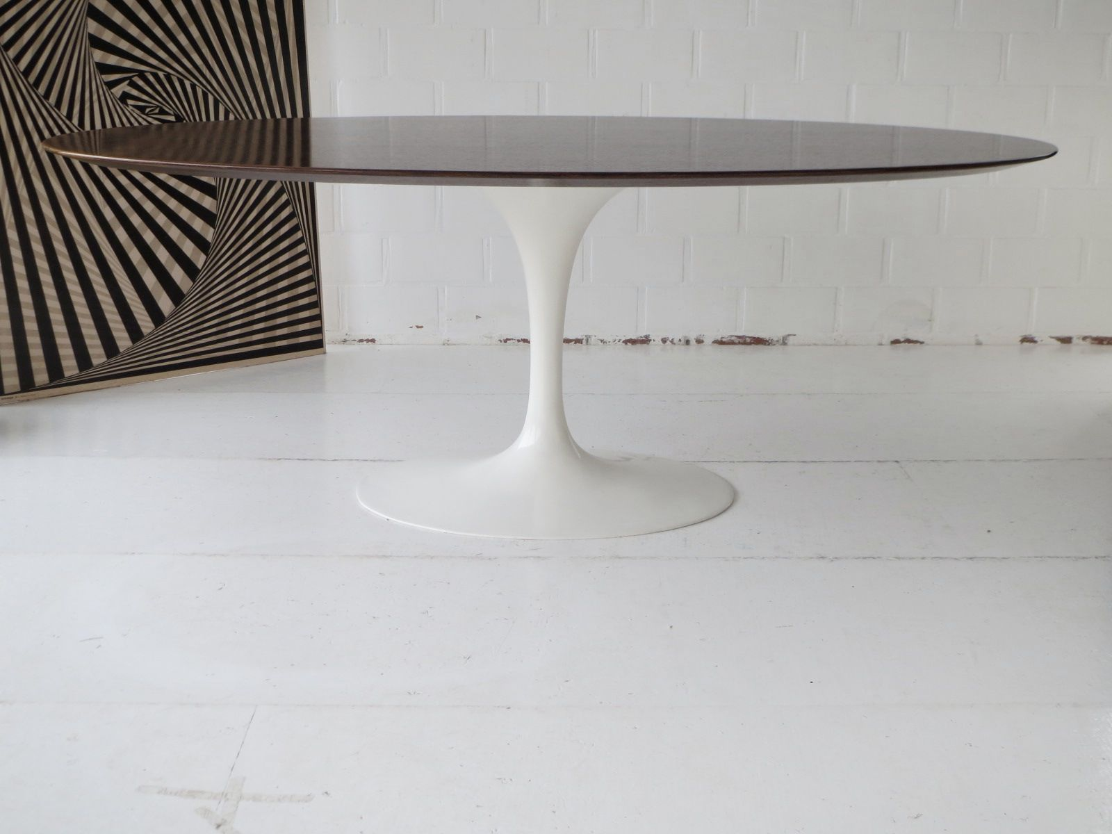 Table de salle manger tulipe ovale en palissandre de rio for Table de salle a manger knoll