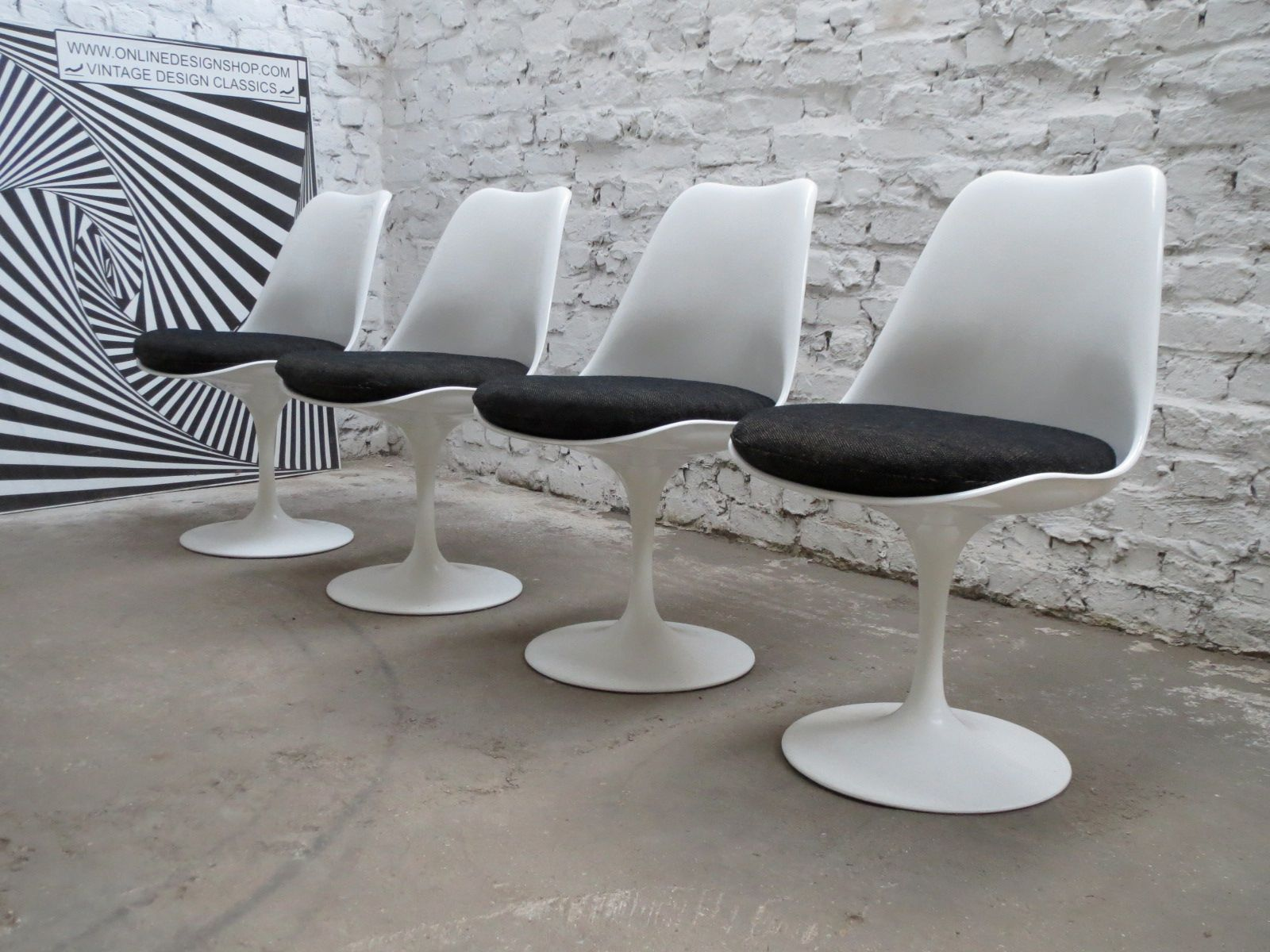 Non swivel tulip chairs by eero saarinen for knoll international 1980s set of 4 for sale at pamono - Tulip chairs for sale ...