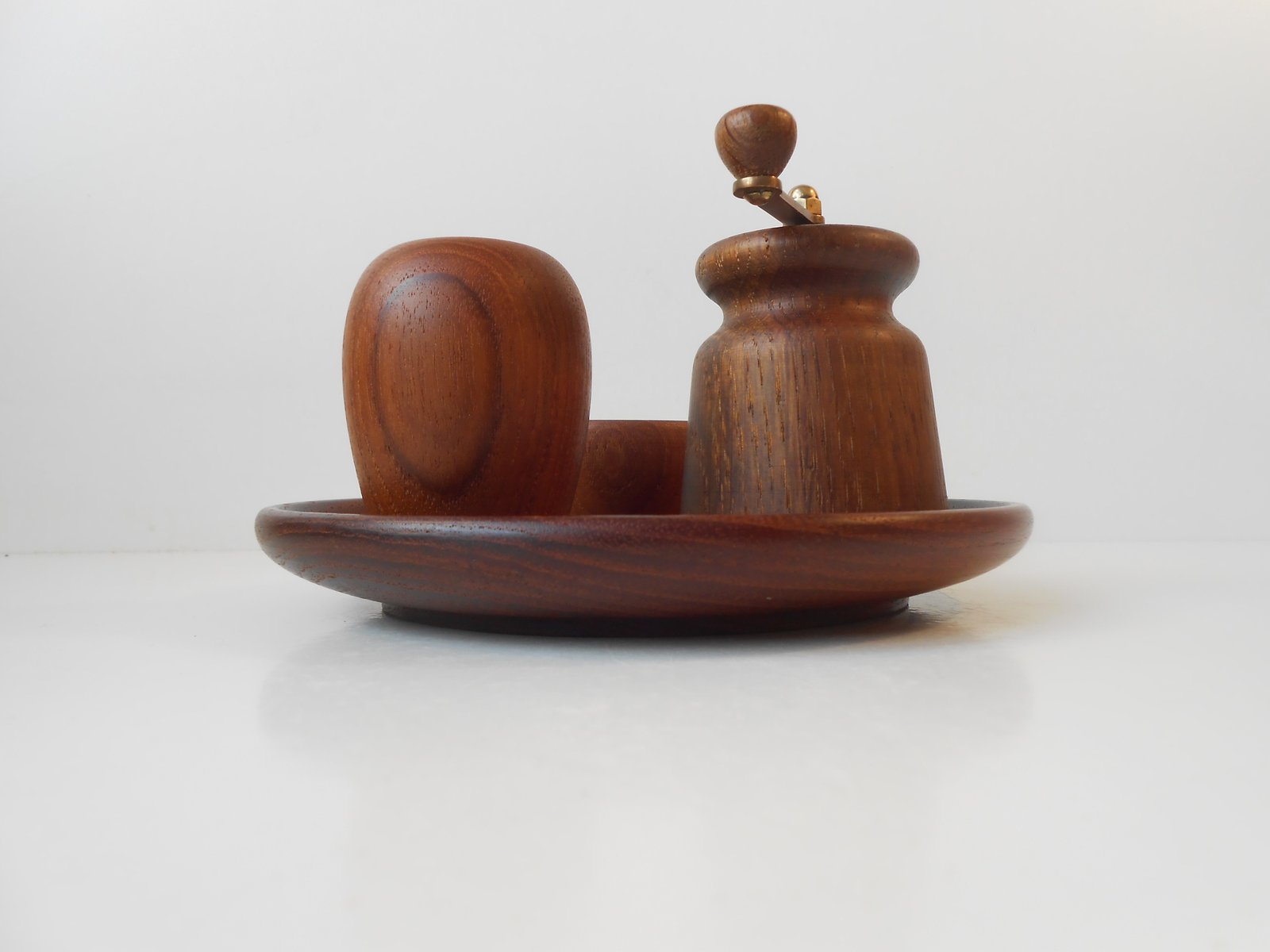 organically shaped mid century teak salt pepper menage by kay bojesen for sale at pamono. Black Bedroom Furniture Sets. Home Design Ideas
