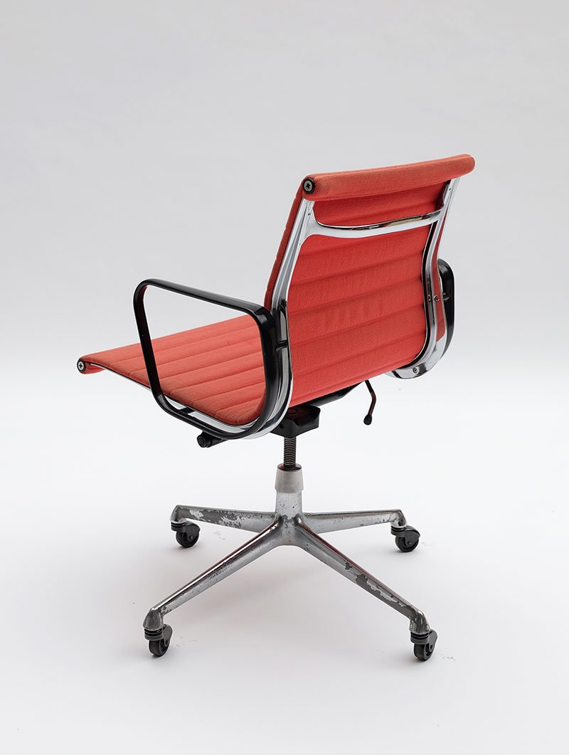 Ea117 office armchair by charles ray eames for herman for Eames ea 117 nachbau