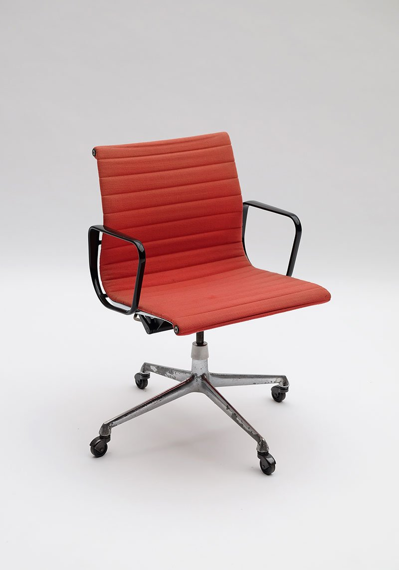 ea117 office armchair by charles ray eames for herman. Black Bedroom Furniture Sets. Home Design Ideas