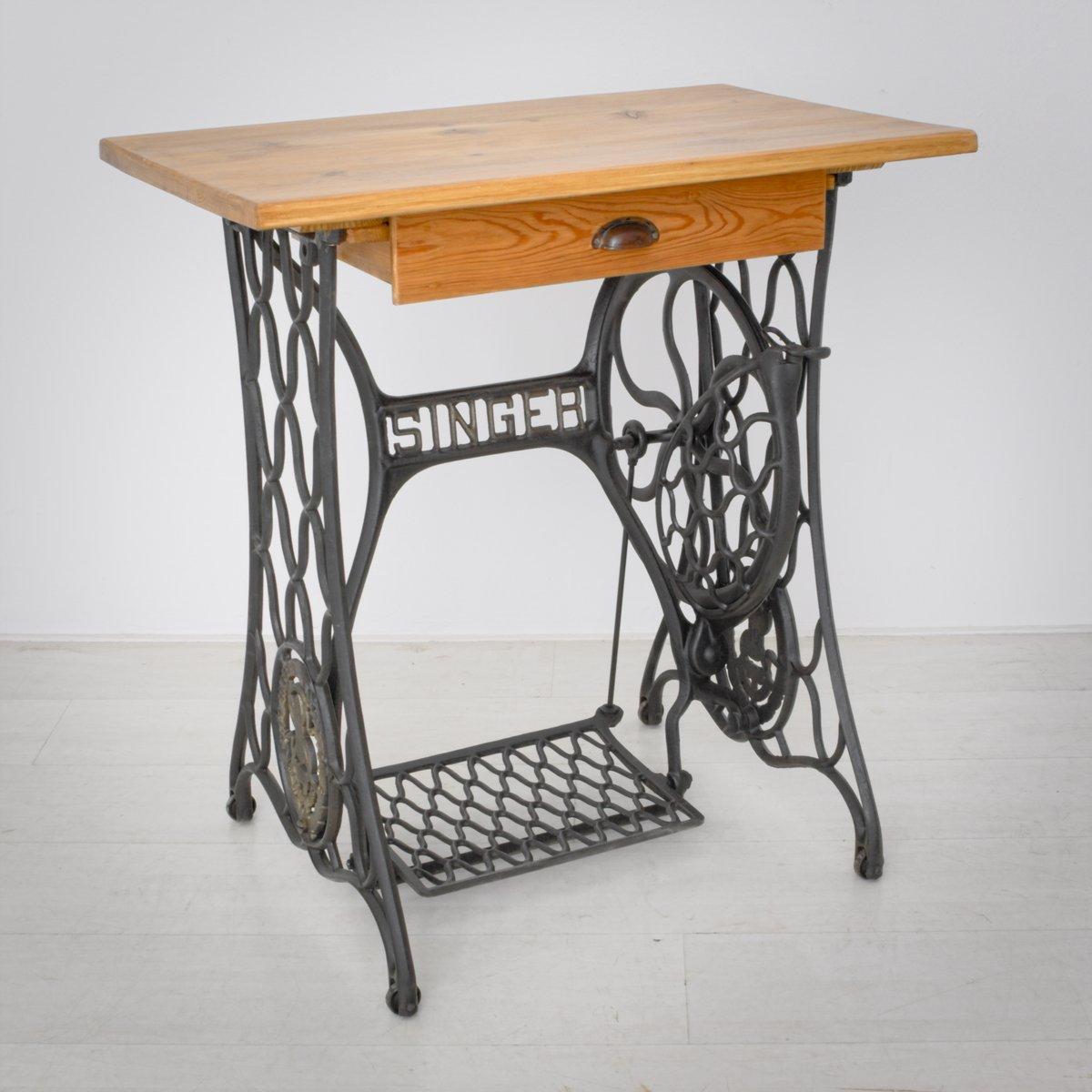 vintage n htisch aus fichtenholz von singer 1920er bei pamono kaufen. Black Bedroom Furniture Sets. Home Design Ideas