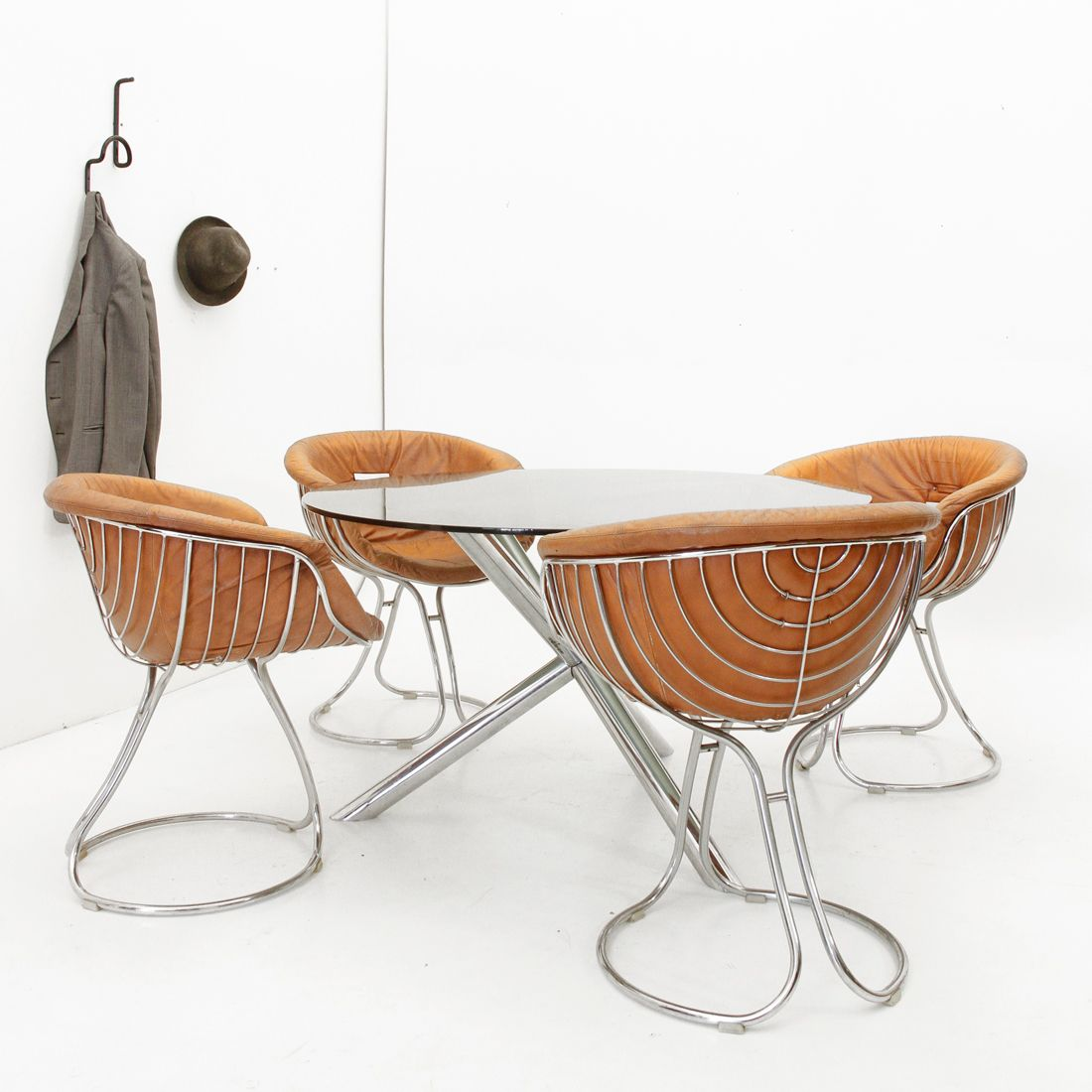 Chromed base dining table by roche bobois 1970s for sale for Table basse ovni roche bobois