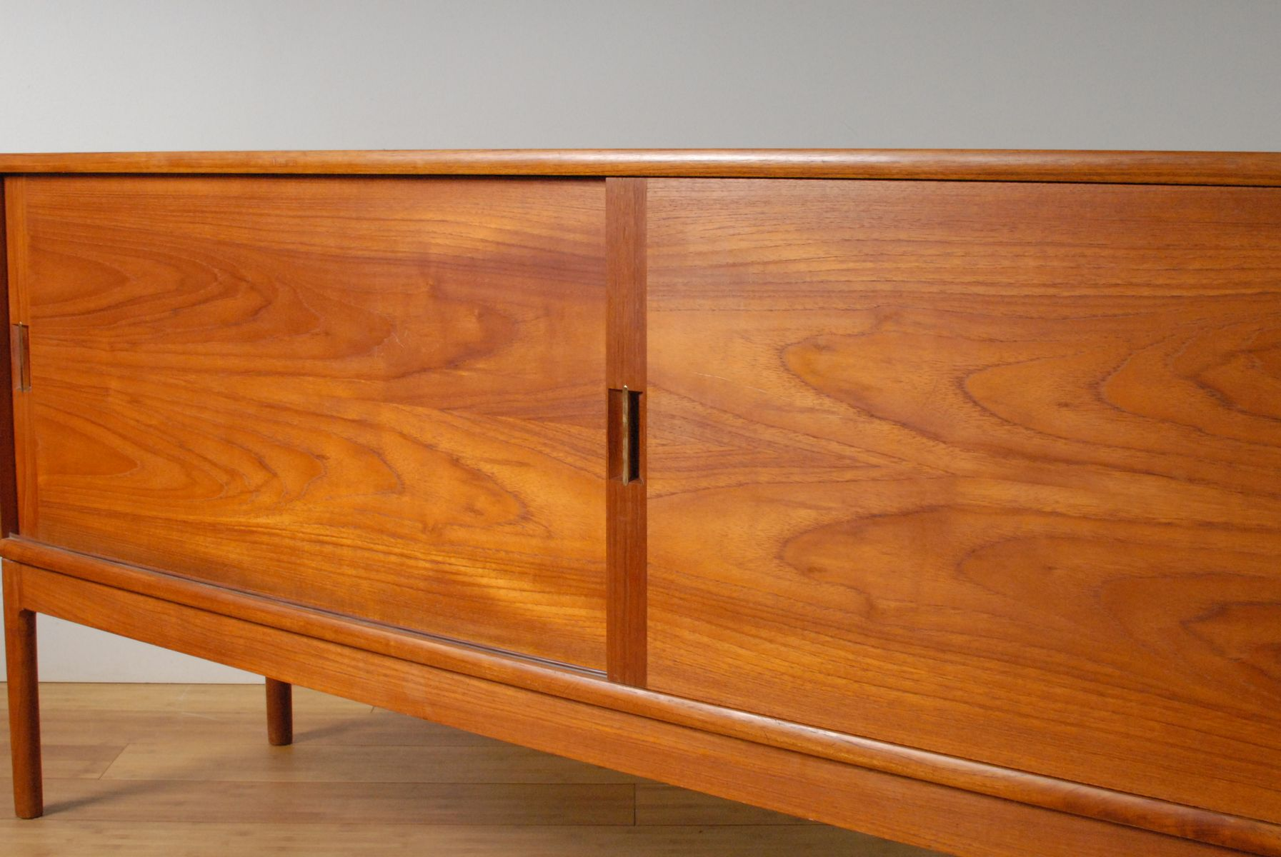 sliding doors teak sideboard by gerhard berg for a s. Black Bedroom Furniture Sets. Home Design Ideas