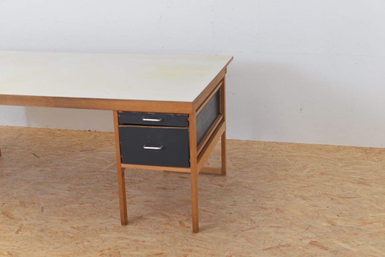 mid century schreibtisch aus eiche mit schubladen von benedikt rohner f r oswald bei pamono kaufen. Black Bedroom Furniture Sets. Home Design Ideas