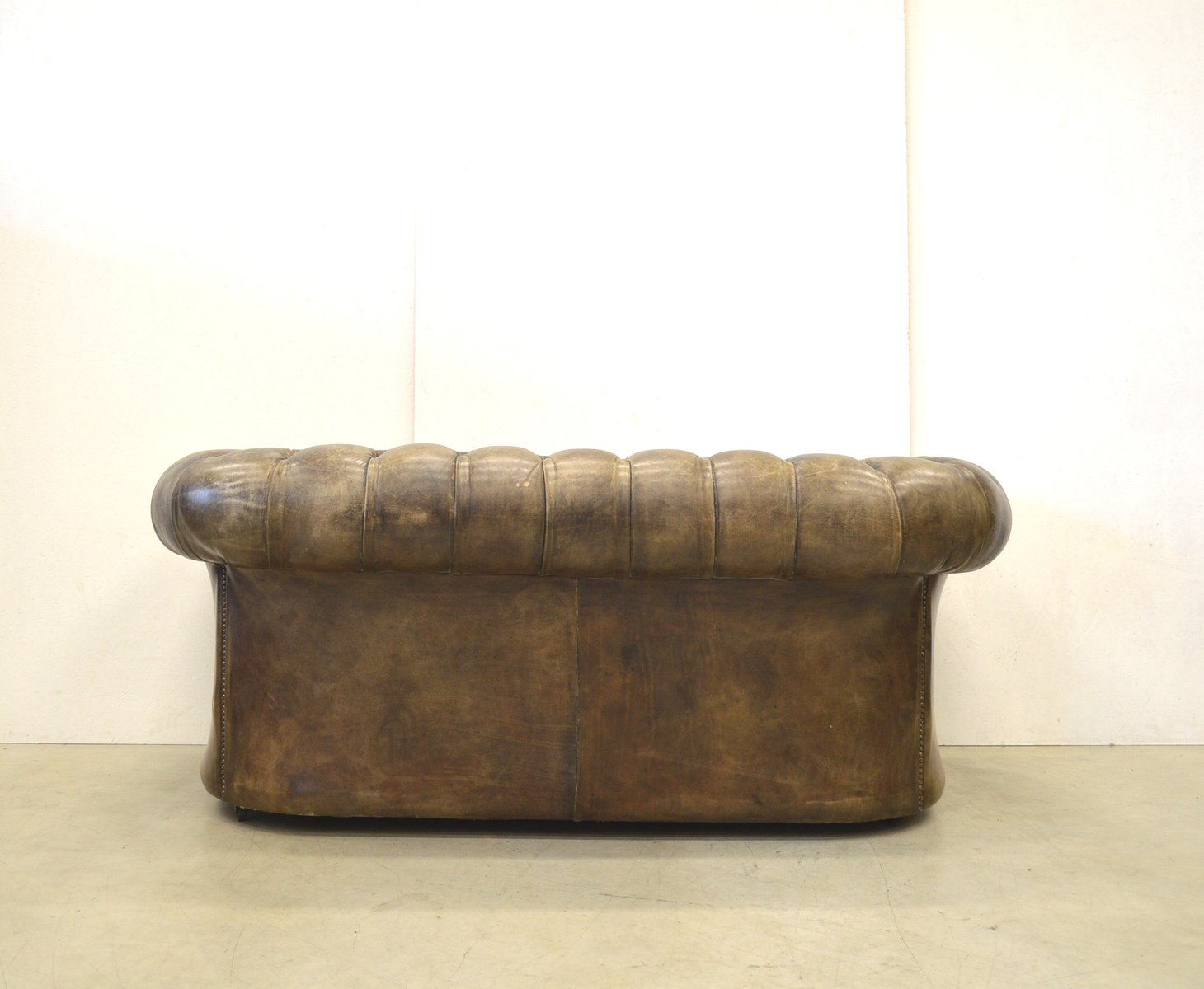 vintage english dark brown leather chesterfield two seater sofa 1950s for sale at pamono. Black Bedroom Furniture Sets. Home Design Ideas