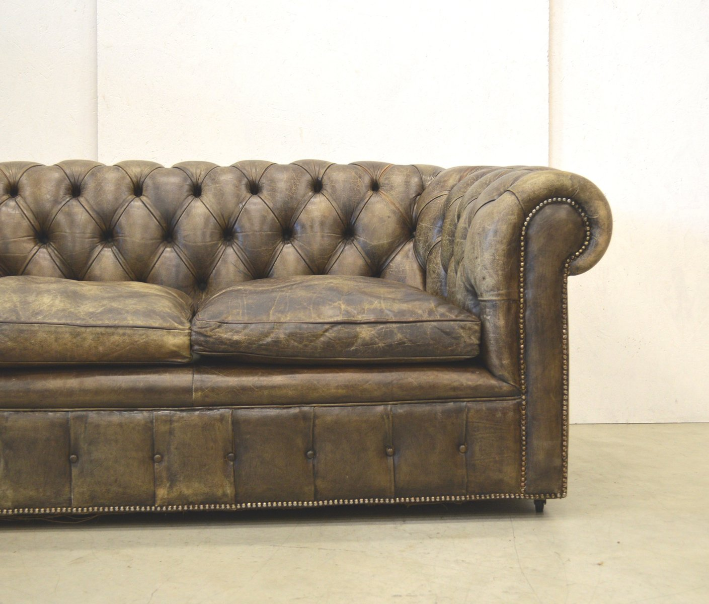 vintage english dark brown leather chesterfield two seater. Black Bedroom Furniture Sets. Home Design Ideas