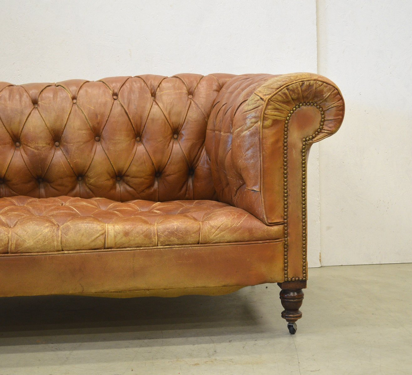 vintage english cognac art deco chesterfield two seater sofa 1920s for sale at pamono. Black Bedroom Furniture Sets. Home Design Ideas