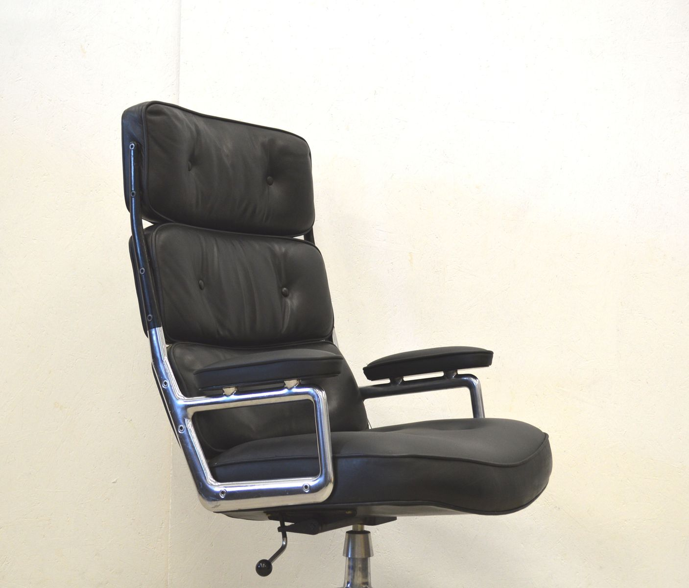 High back lobby chair by herman miller eames 1960s for for Eames chair deutschland