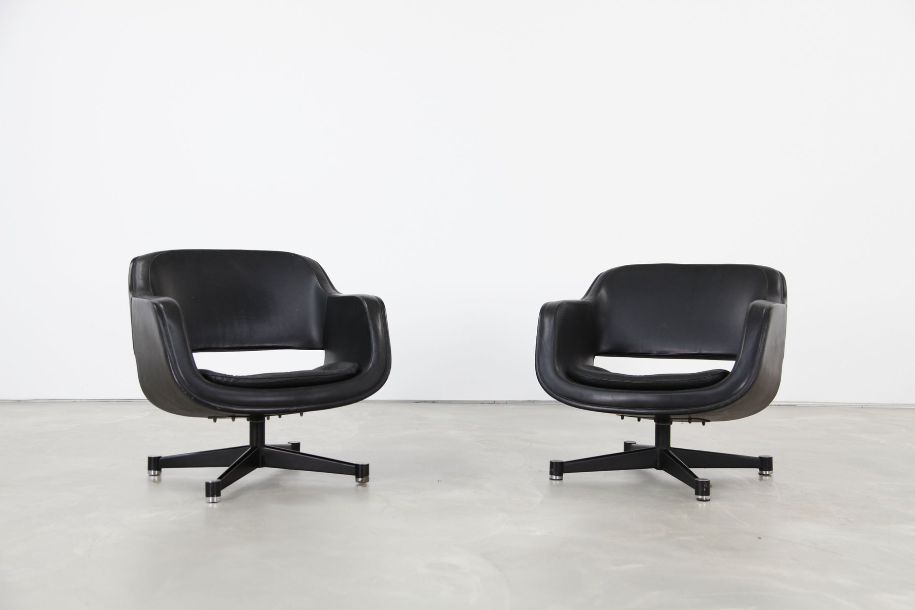 Finnish Swivel Club Chairs by Olli Mannermaa for Asko 1960s Set