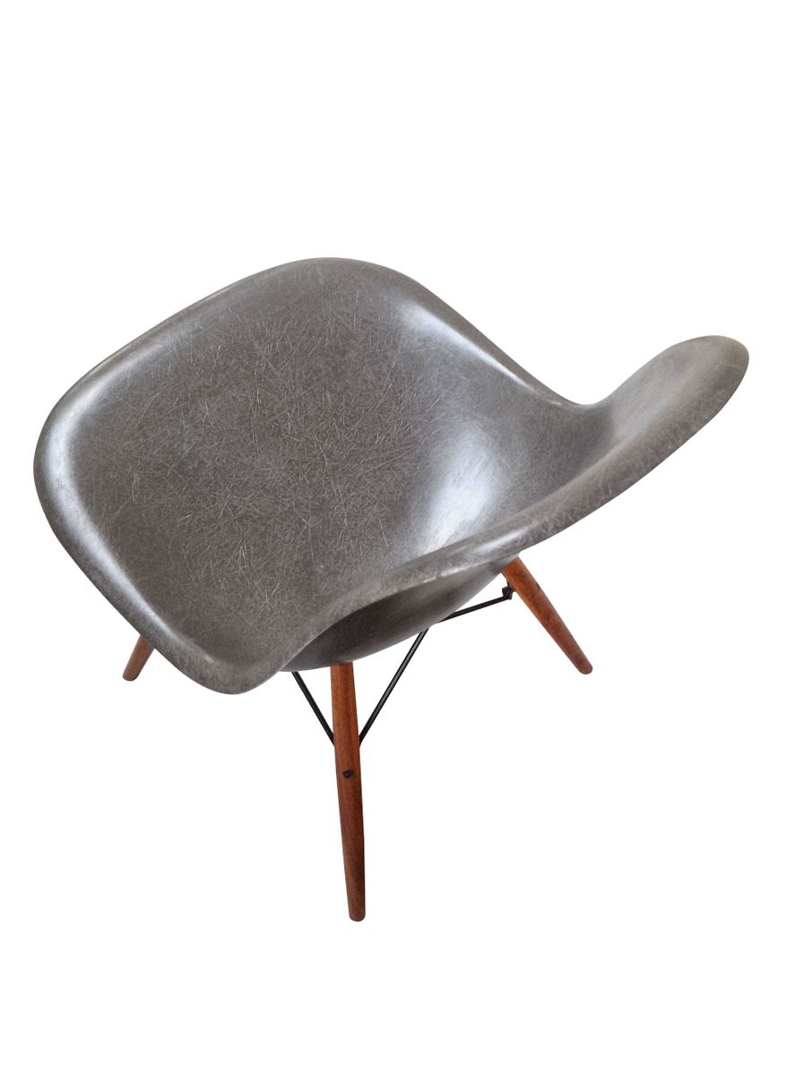 grey dsw chair by charles ray eames for herman miller. Black Bedroom Furniture Sets. Home Design Ideas