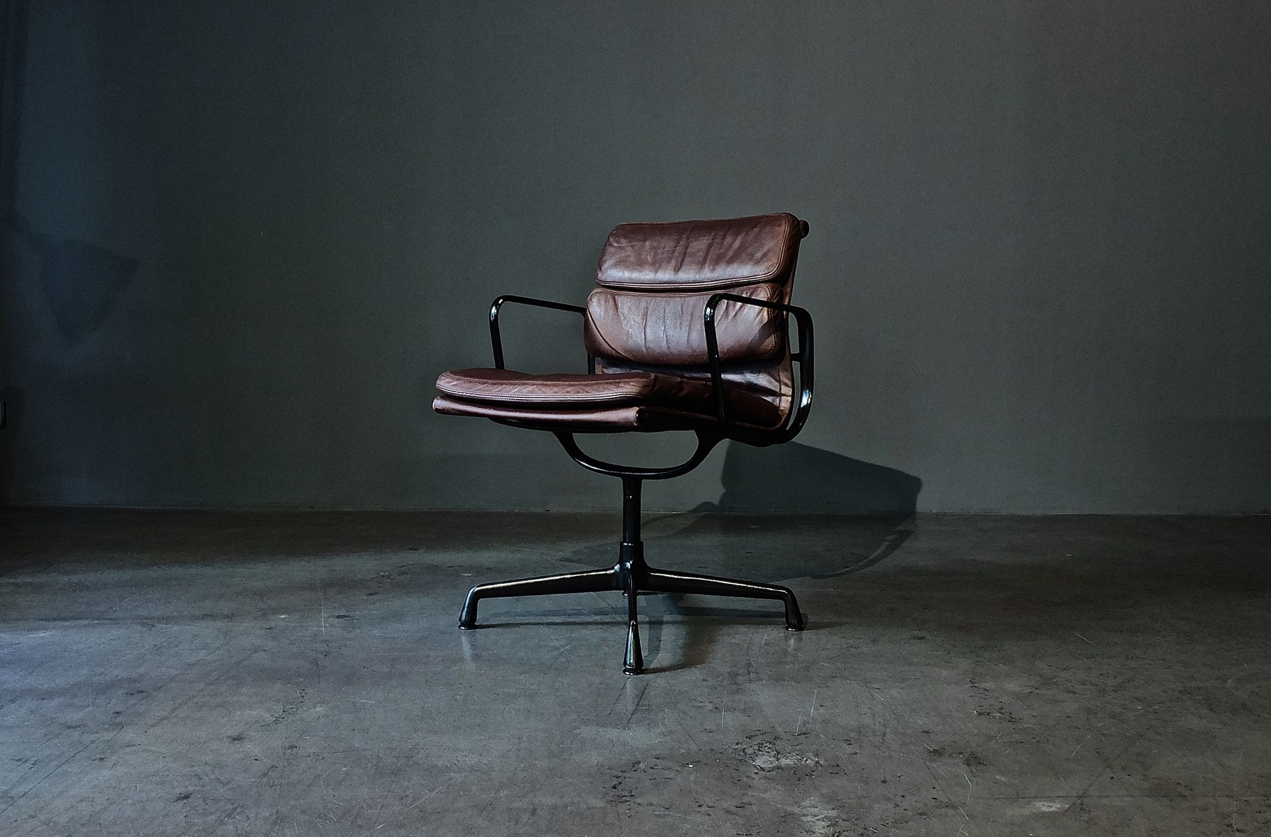 German ea 208 soft pad chair by charles ray eames for for Charles et ray eames chaise