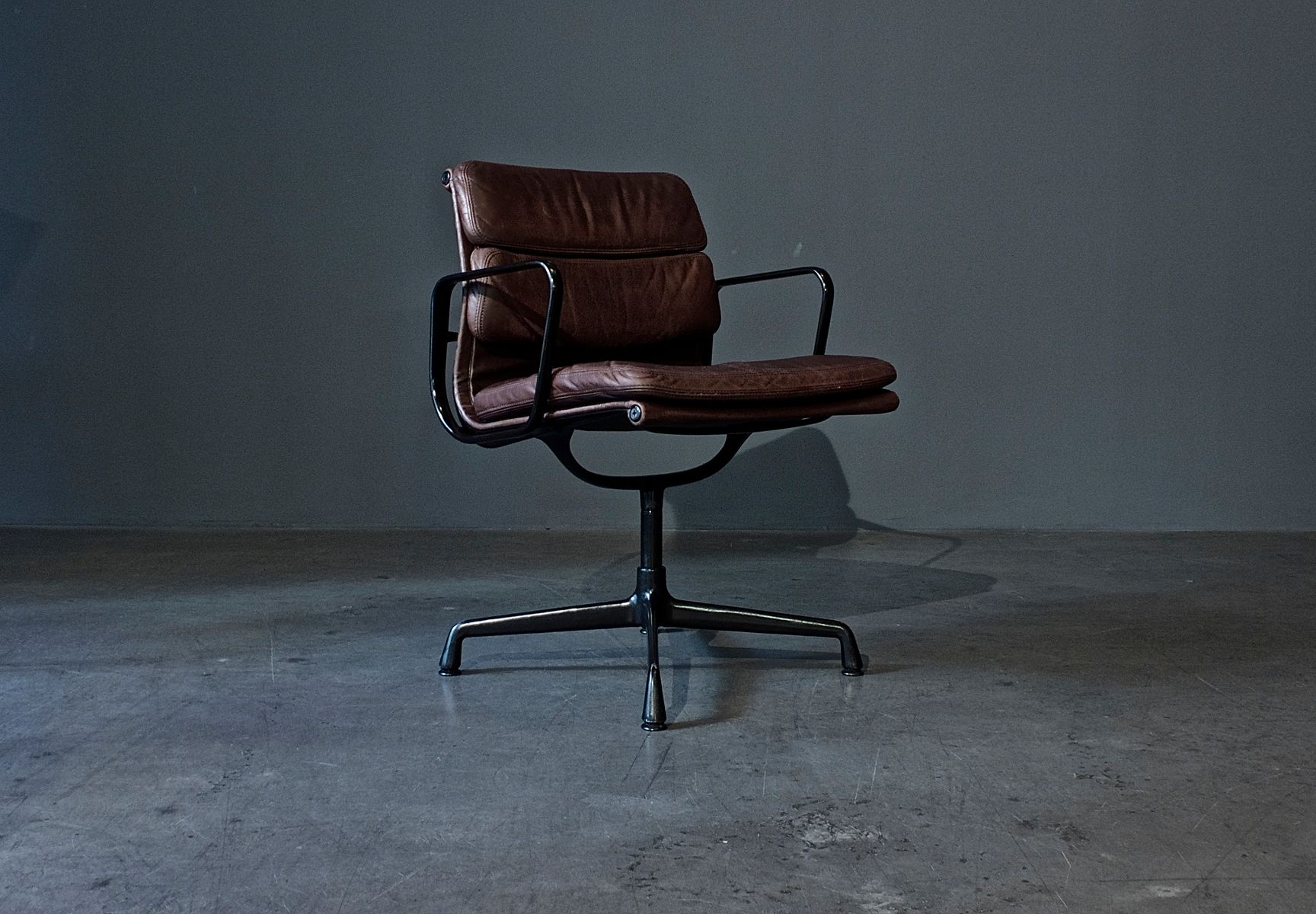 German ea 208 soft pad chair by charles ray eames for for Eames chair deutschland
