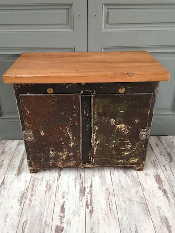 vintage werkstatt schrank aus vernietetem metall bei pamono kaufen. Black Bedroom Furniture Sets. Home Design Ideas