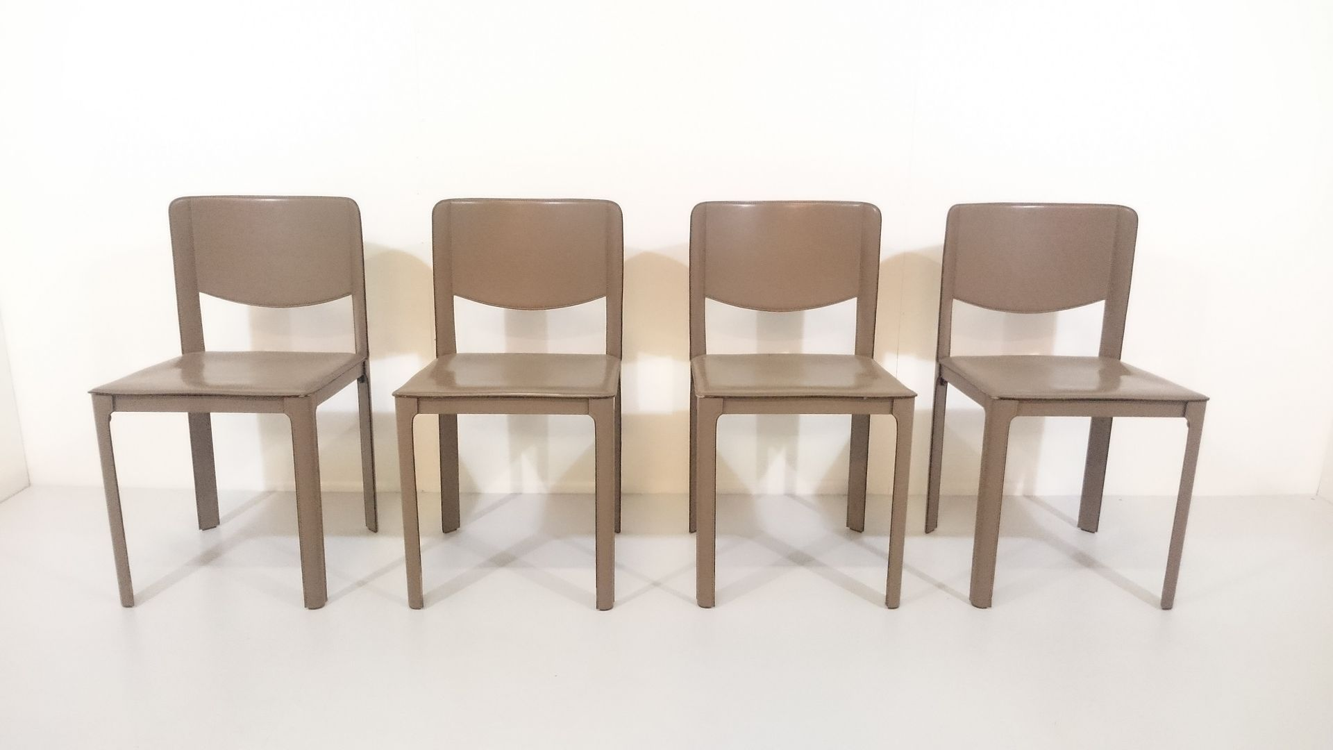 Italian Dining Chairs by Tito Agnoli for Matteo Grassi, 1970s, Set of 4 for sale at Pamono