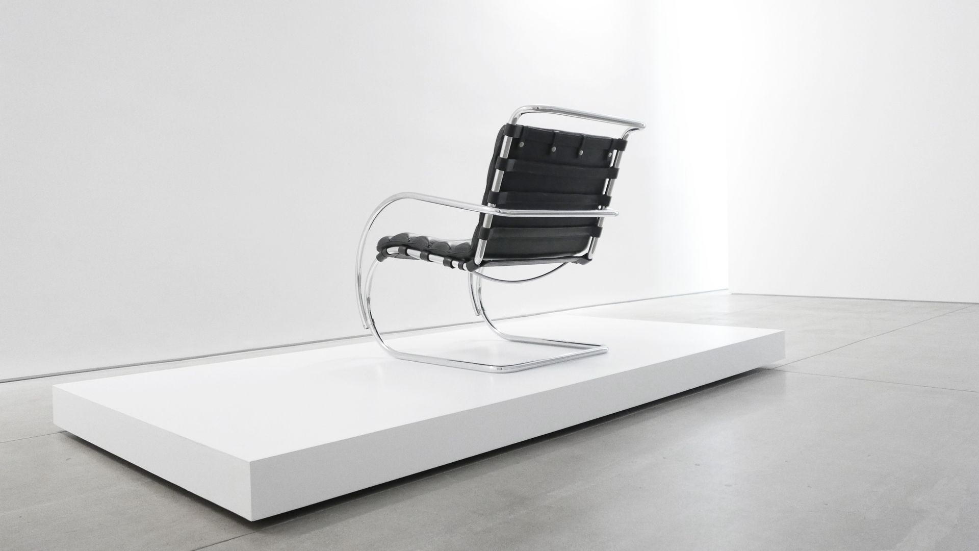 American MR Lounge Chair By Mies Van Der Rohe 1960s For Sale At Pamono