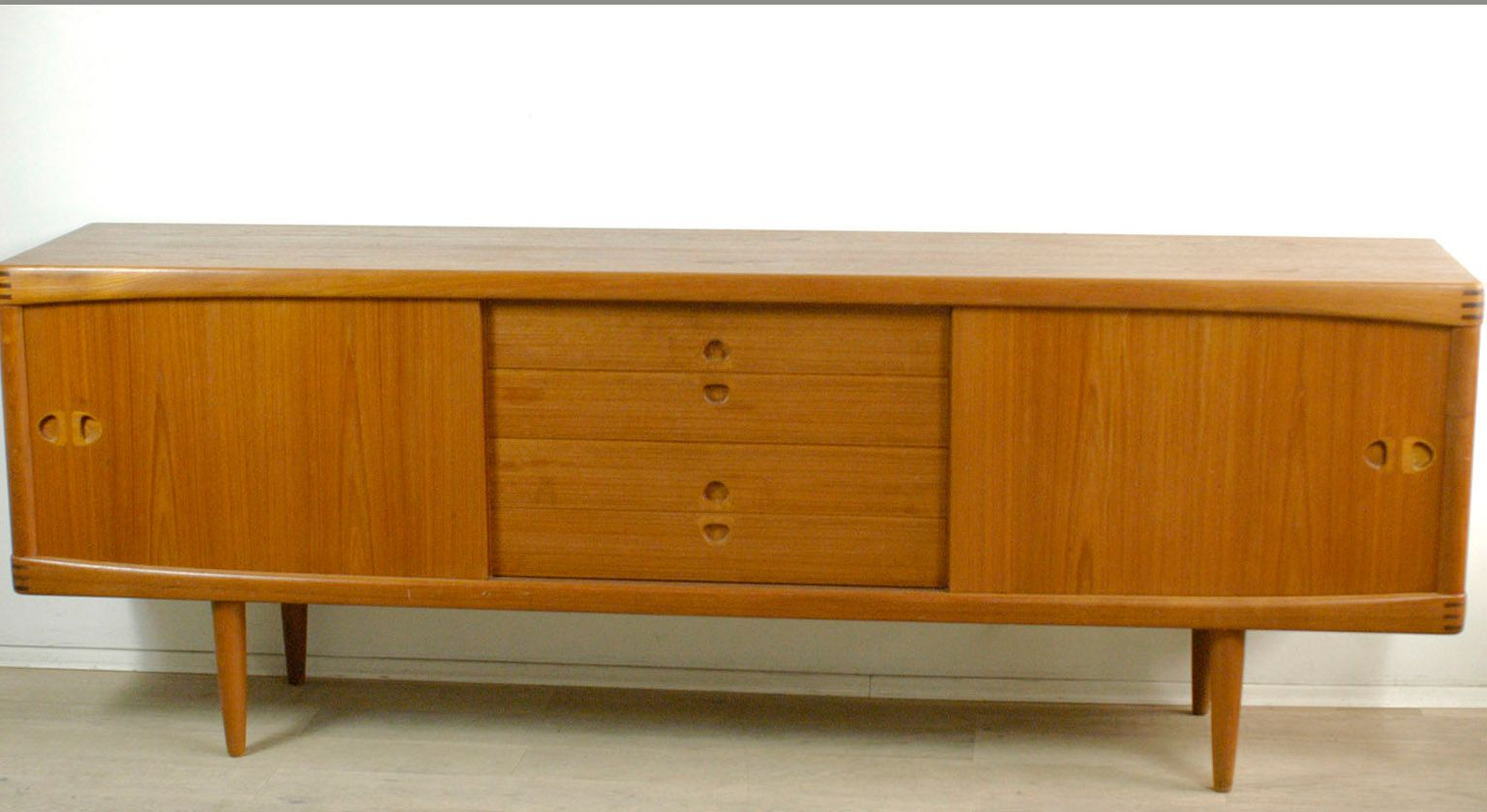 d nisches teakholz sideboard von h w klein f r bramin 1960er bei pamono kaufen. Black Bedroom Furniture Sets. Home Design Ideas