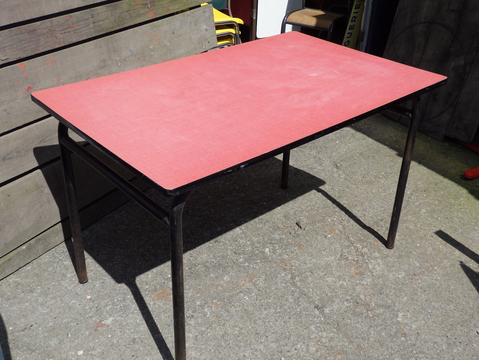 pink formica canteen table for sale at pamono. Black Bedroom Furniture Sets. Home Design Ideas