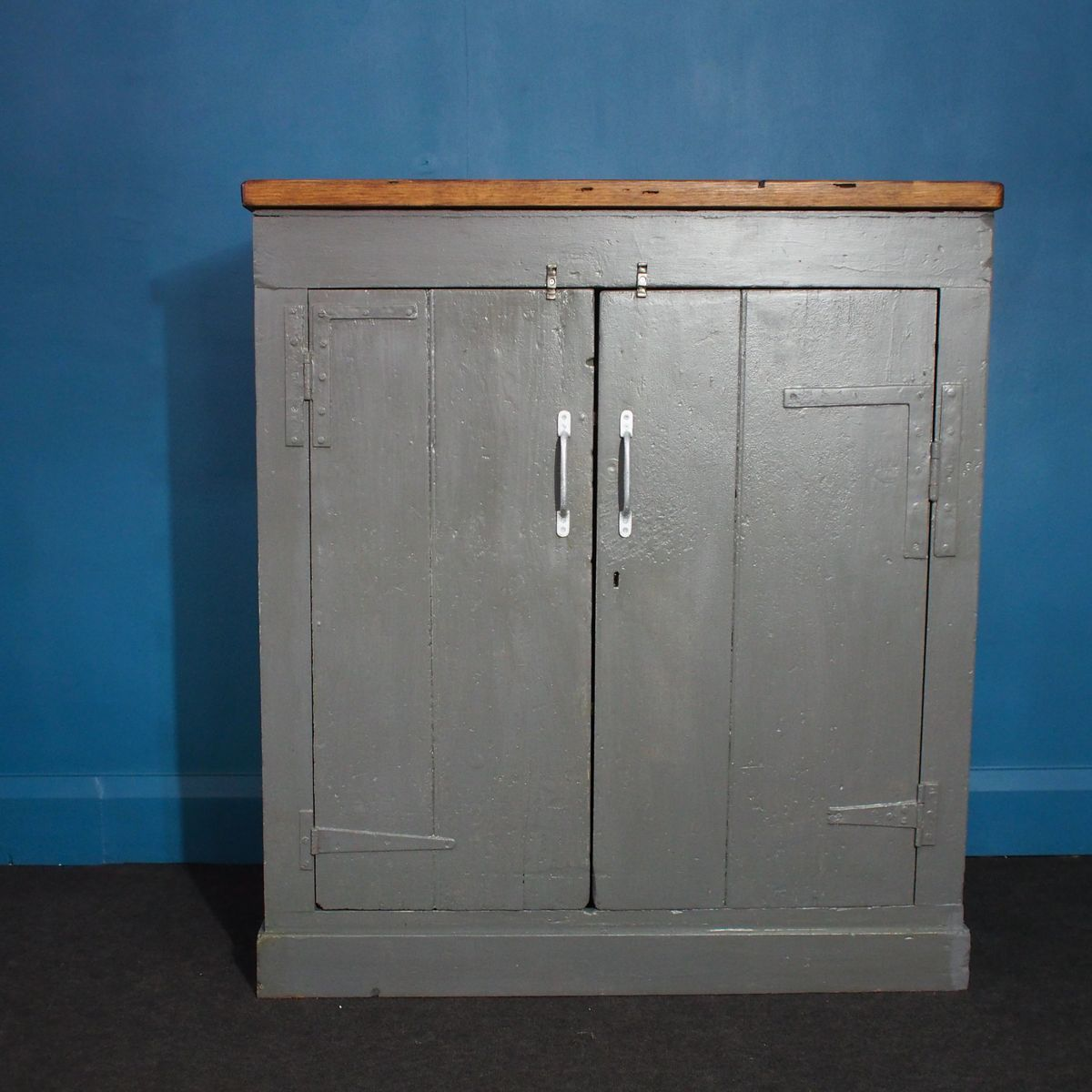 British hand built shelved cabinet 1940s for sale at pamono for 1940s kitchen cabinets for sale