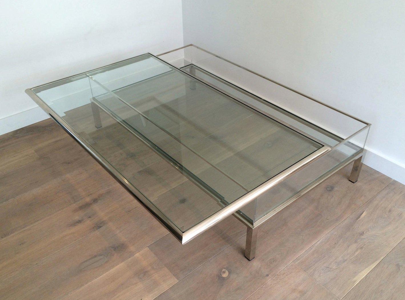 niedriger plexiglas chrom tisch mit schiebeplatte. Black Bedroom Furniture Sets. Home Design Ideas