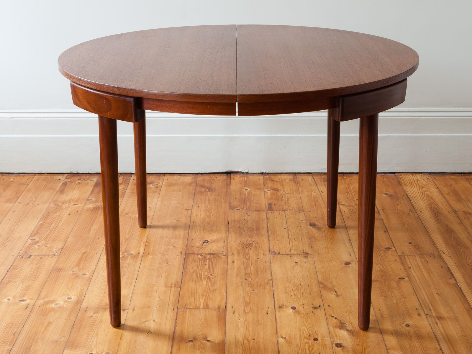 Extending Dining Table With Four Chairs By Hans Olsen For Frem R Jle For Sale