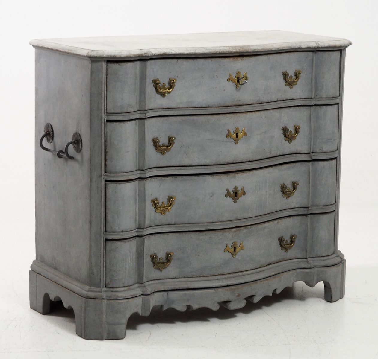 commode antique scandinave avec poign es en fer 1750s en vente sur pamono. Black Bedroom Furniture Sets. Home Design Ideas