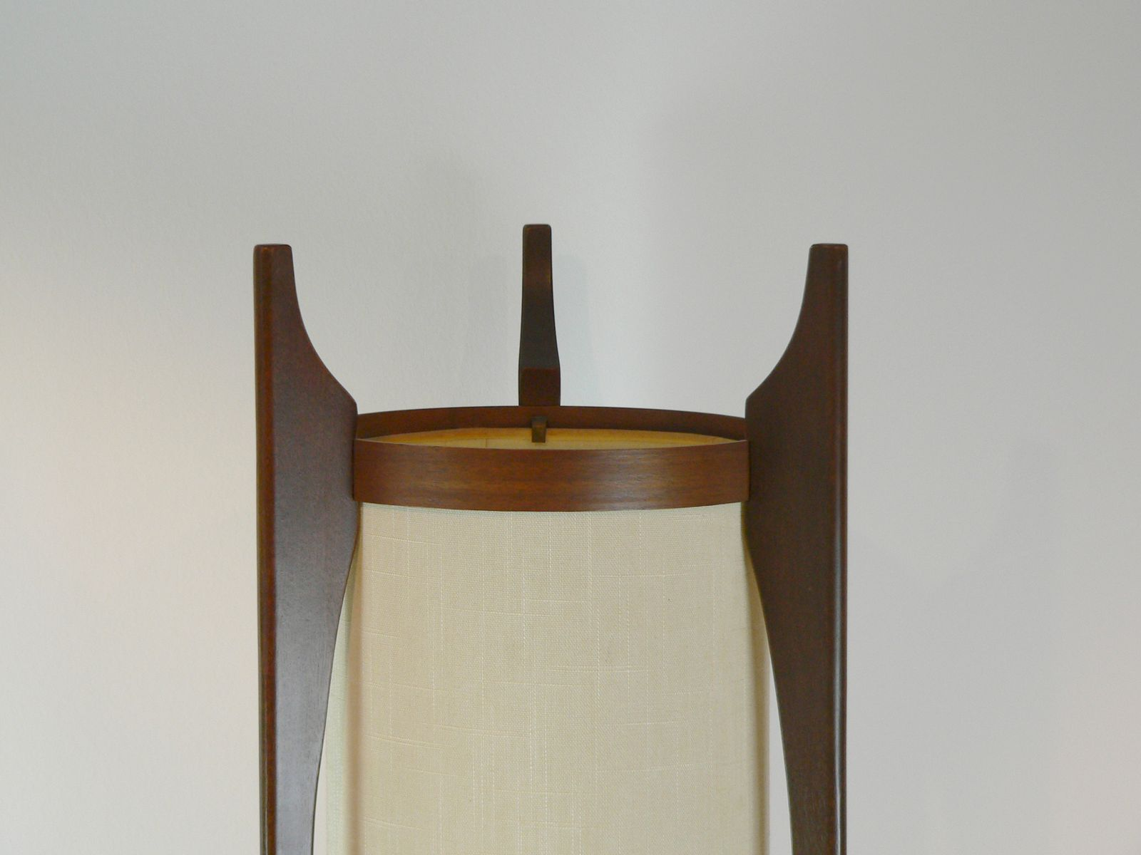 lampadaire en noyer am rician 1950s en vente sur pamono. Black Bedroom Furniture Sets. Home Design Ideas