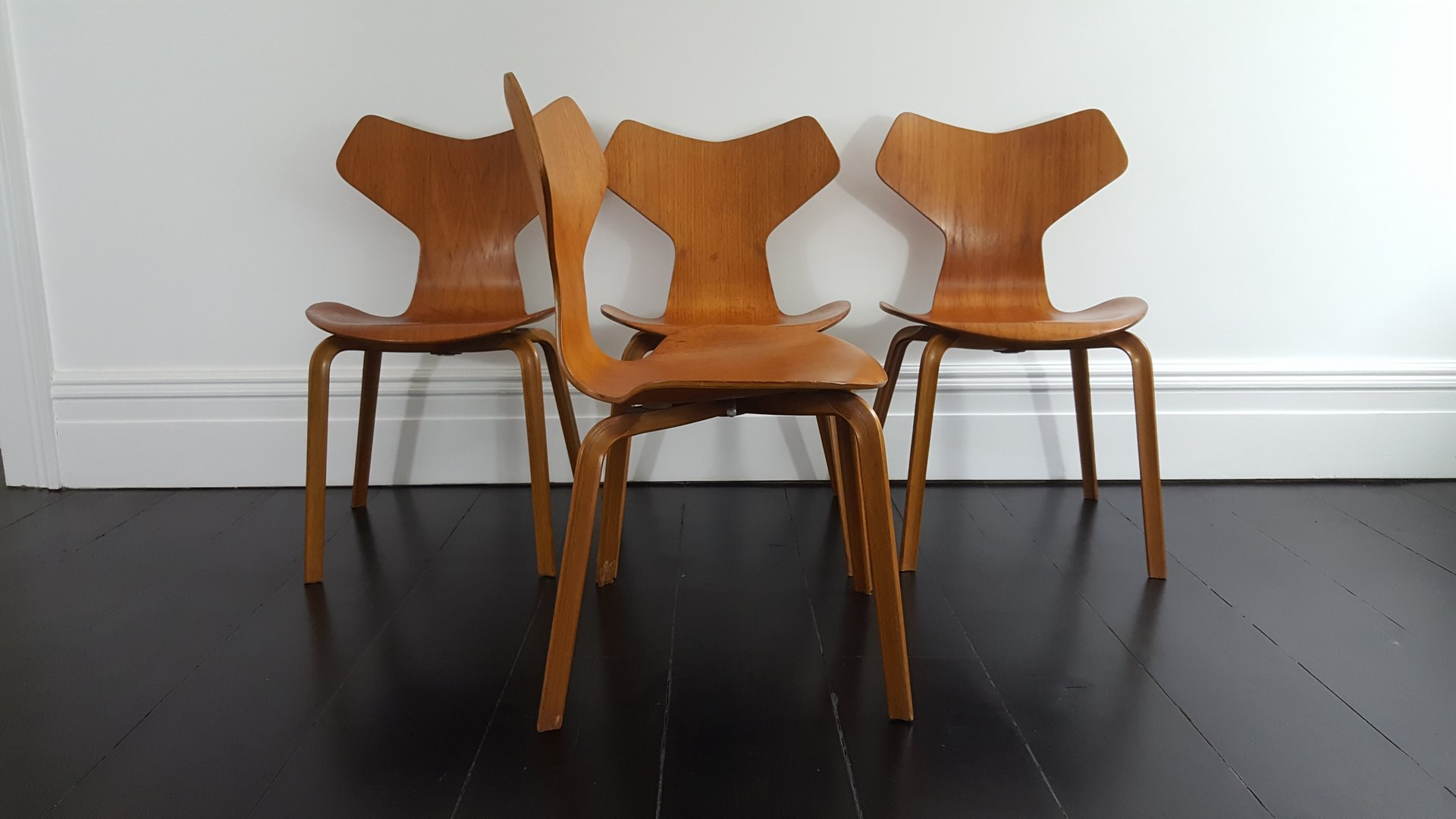 model 3130 grand prix chairs by arne jacobsen for fritz hansen 1967 set of 4 for sale at pamono. Black Bedroom Furniture Sets. Home Design Ideas