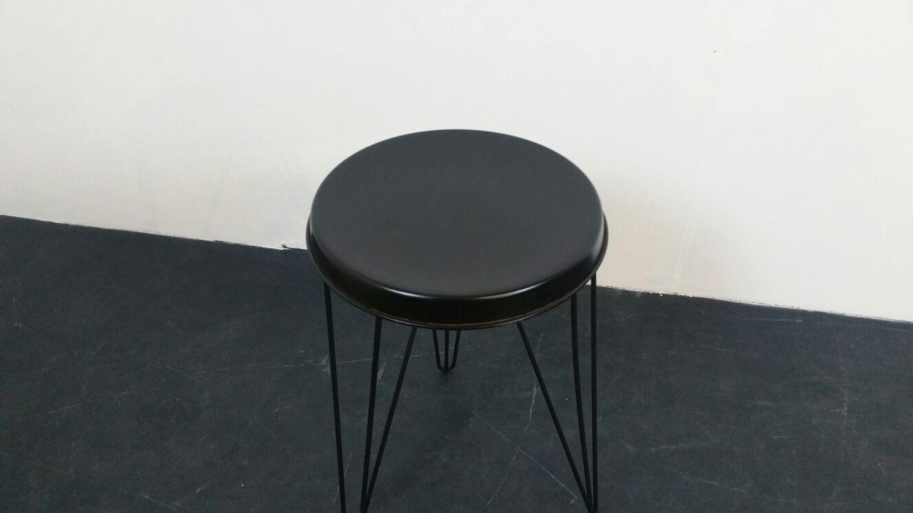 schwarzer hocker aus metall von tjerk reijenga f r. Black Bedroom Furniture Sets. Home Design Ideas