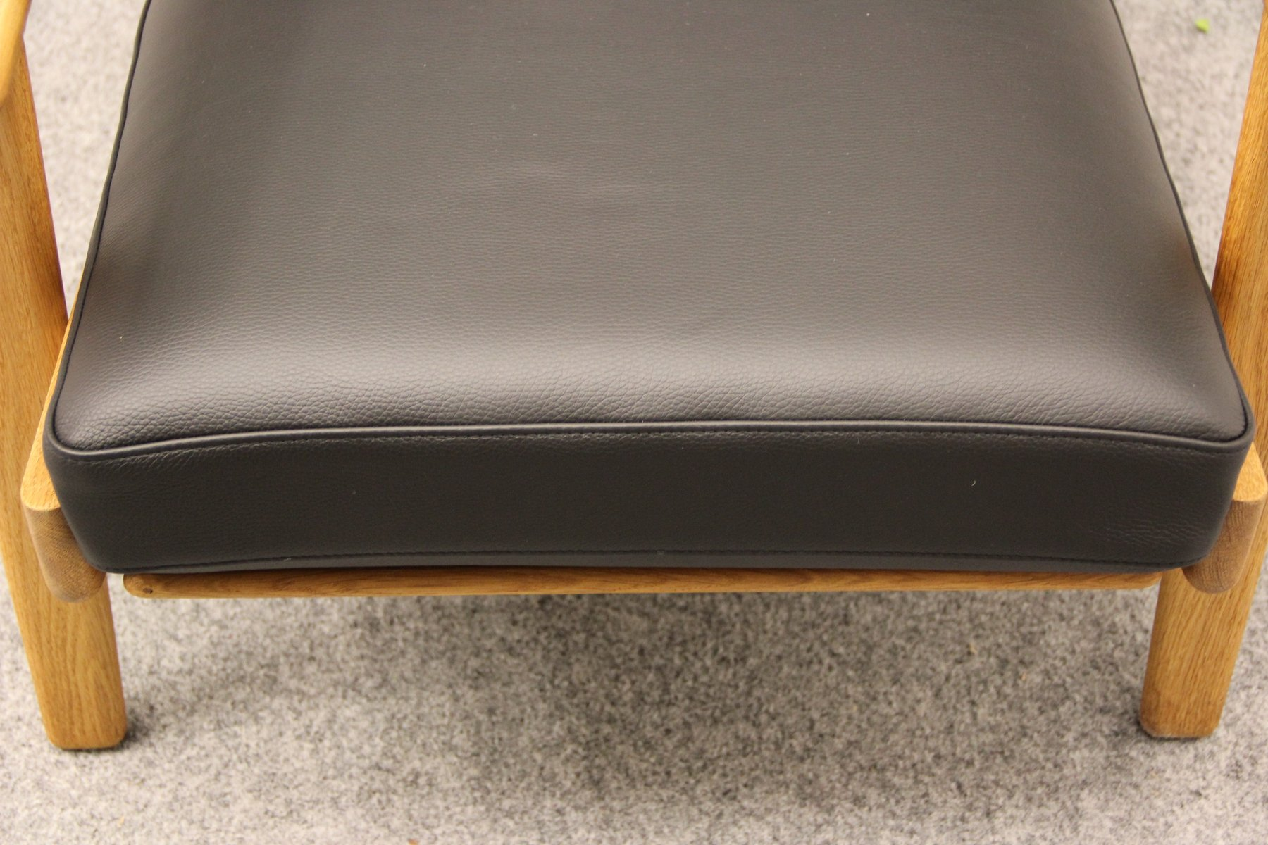 black leather ge 290 easy chair by hans j wegner for getama for sale