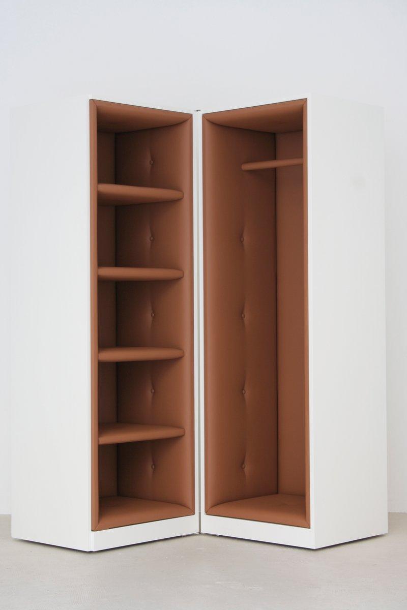 Schrank garderobe von yasmine benhadj djilali f r ybdd bei for Garderobe mit schrank