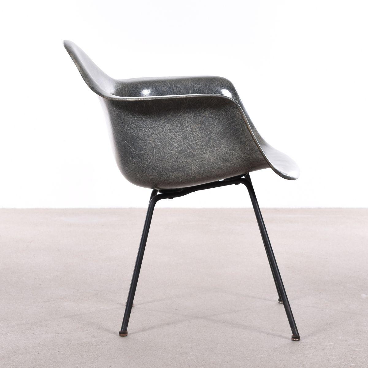 grauer amerikanischer sax stuhl von charles ray eames f r herman miller 1950er bei pamono kaufen. Black Bedroom Furniture Sets. Home Design Ideas