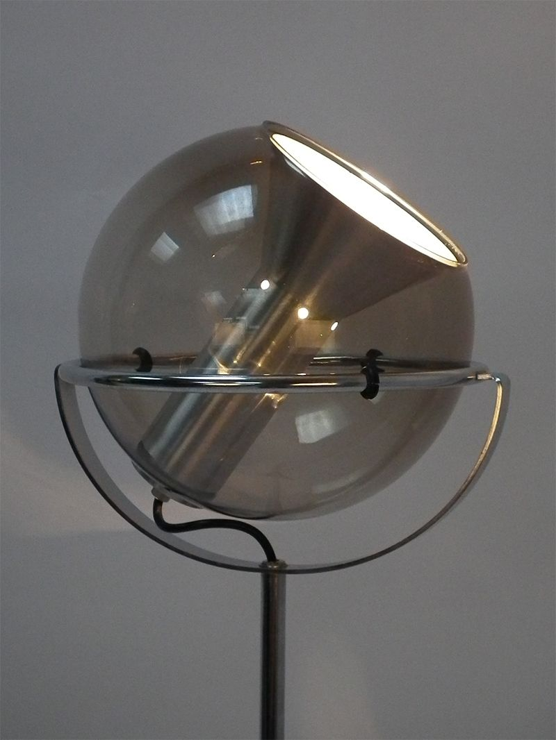 Vintage globe floor lamp from raak for sale at pamono for Retro globe floor lamp