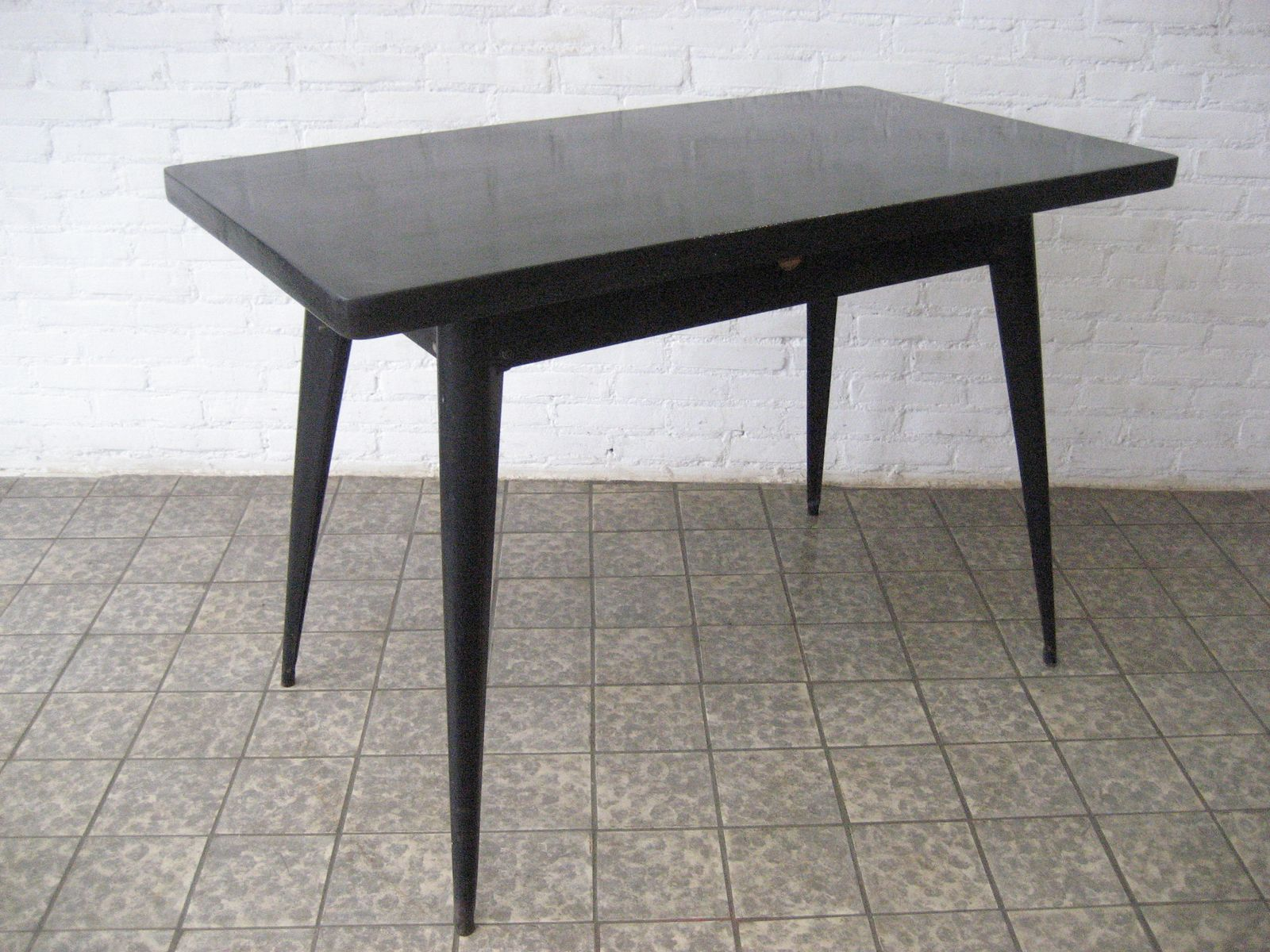Dining table with steel base by xavier pauchard for tolix for Table style tolix