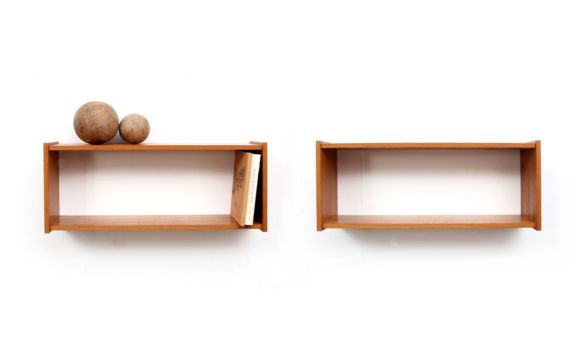 wall mounted teak shelves 1960s set of 2 for sale at pamono. Black Bedroom Furniture Sets. Home Design Ideas