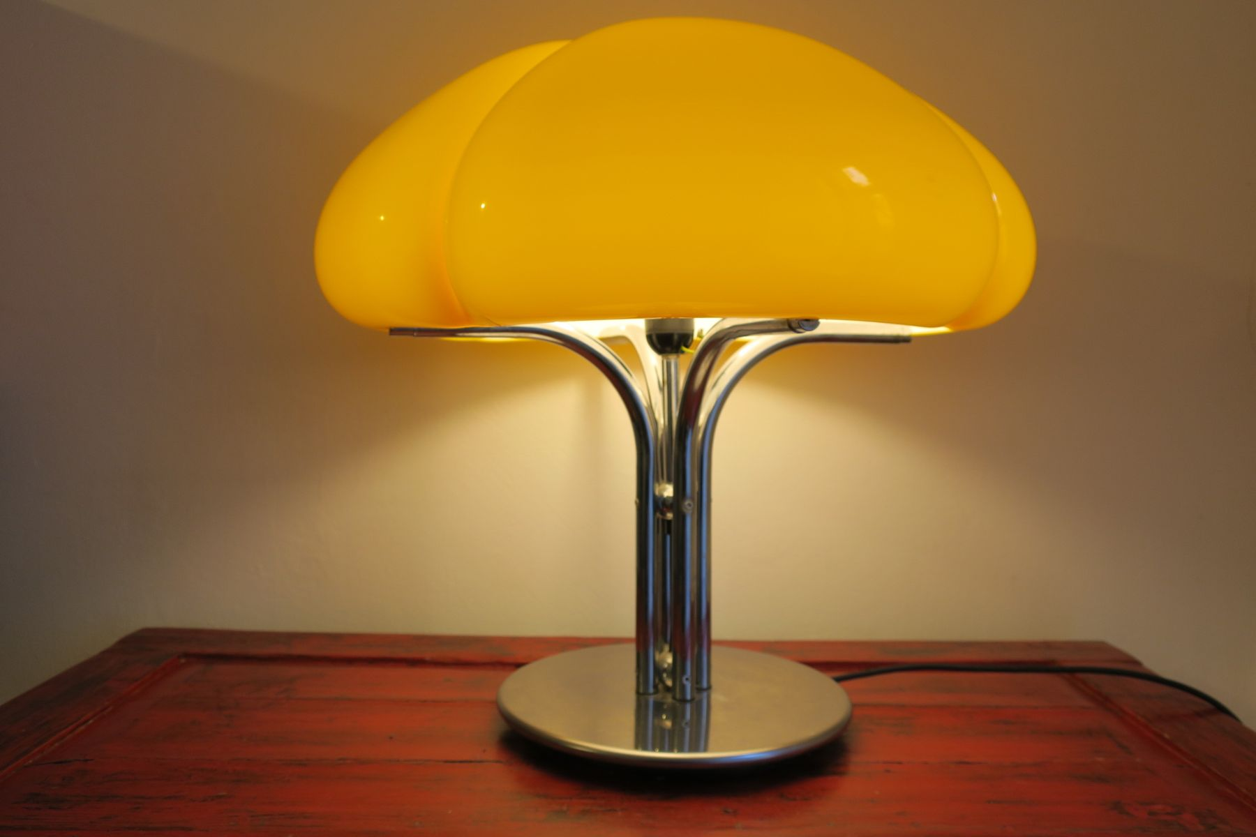 lampe de bureau quadrifoglio jaune canard par gae aulenti pour guzzini 1970s en vente sur pamono. Black Bedroom Furniture Sets. Home Design Ideas