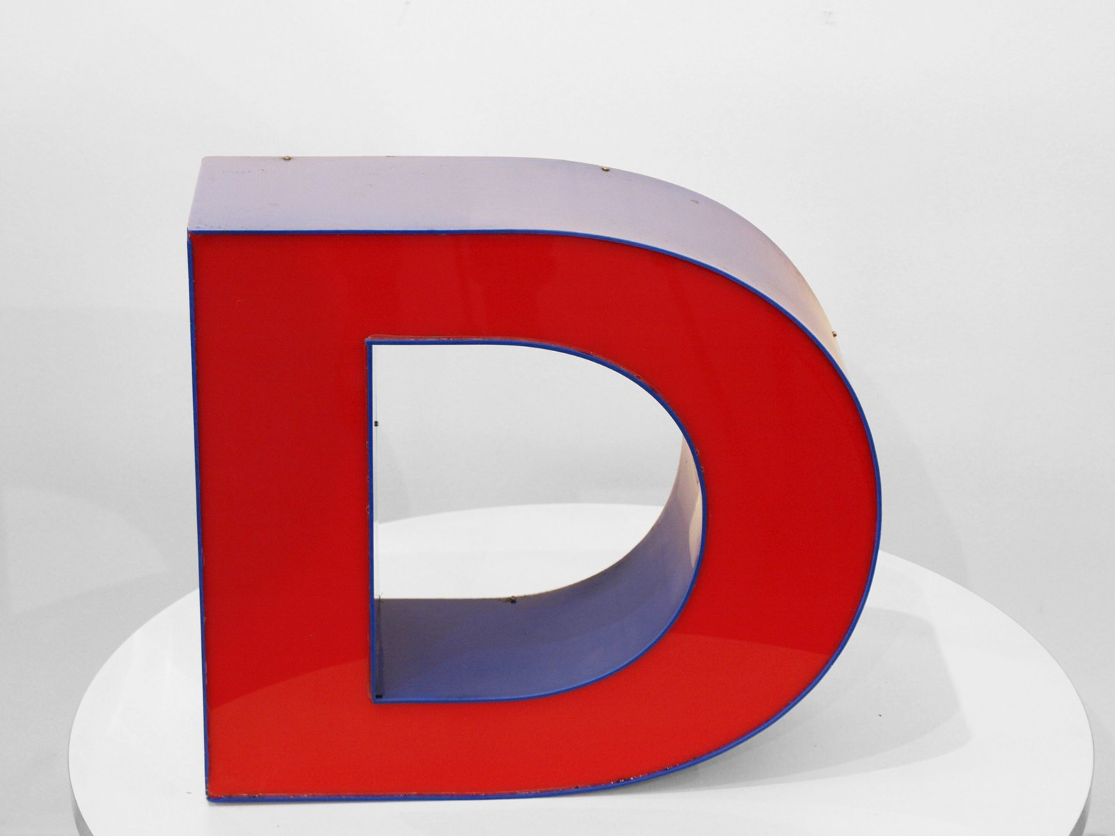 Vintage Red & Blue Letter D for sale at Pamono