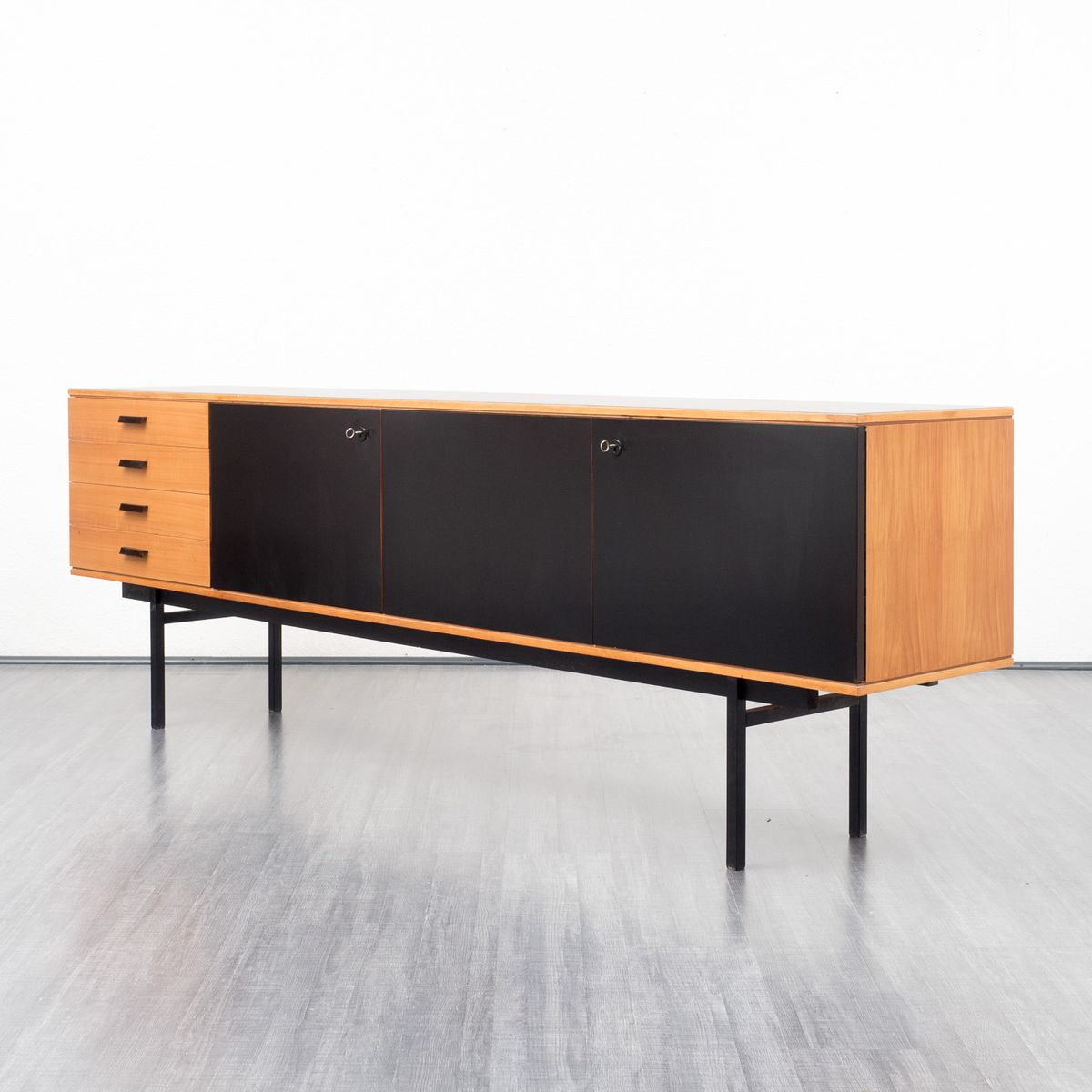 schwarz lackiertes sideboard aus kirschholz 1960er bei pamono kaufen. Black Bedroom Furniture Sets. Home Design Ideas