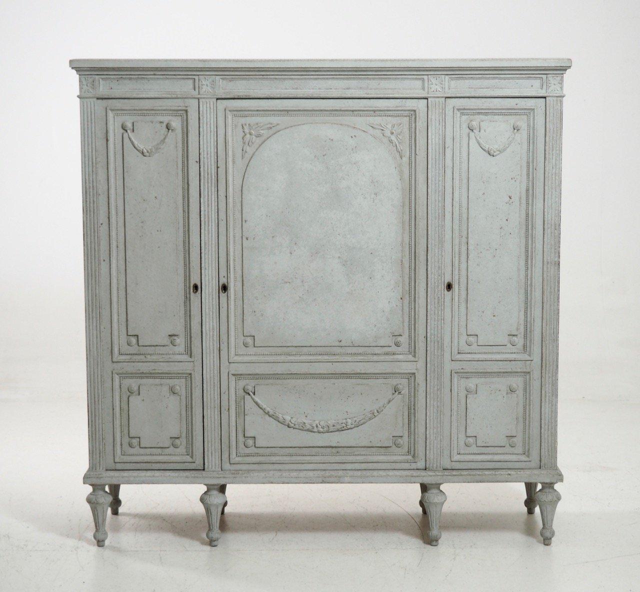 antiker schrank im gustavianischen stil bei pamono kaufen. Black Bedroom Furniture Sets. Home Design Ideas