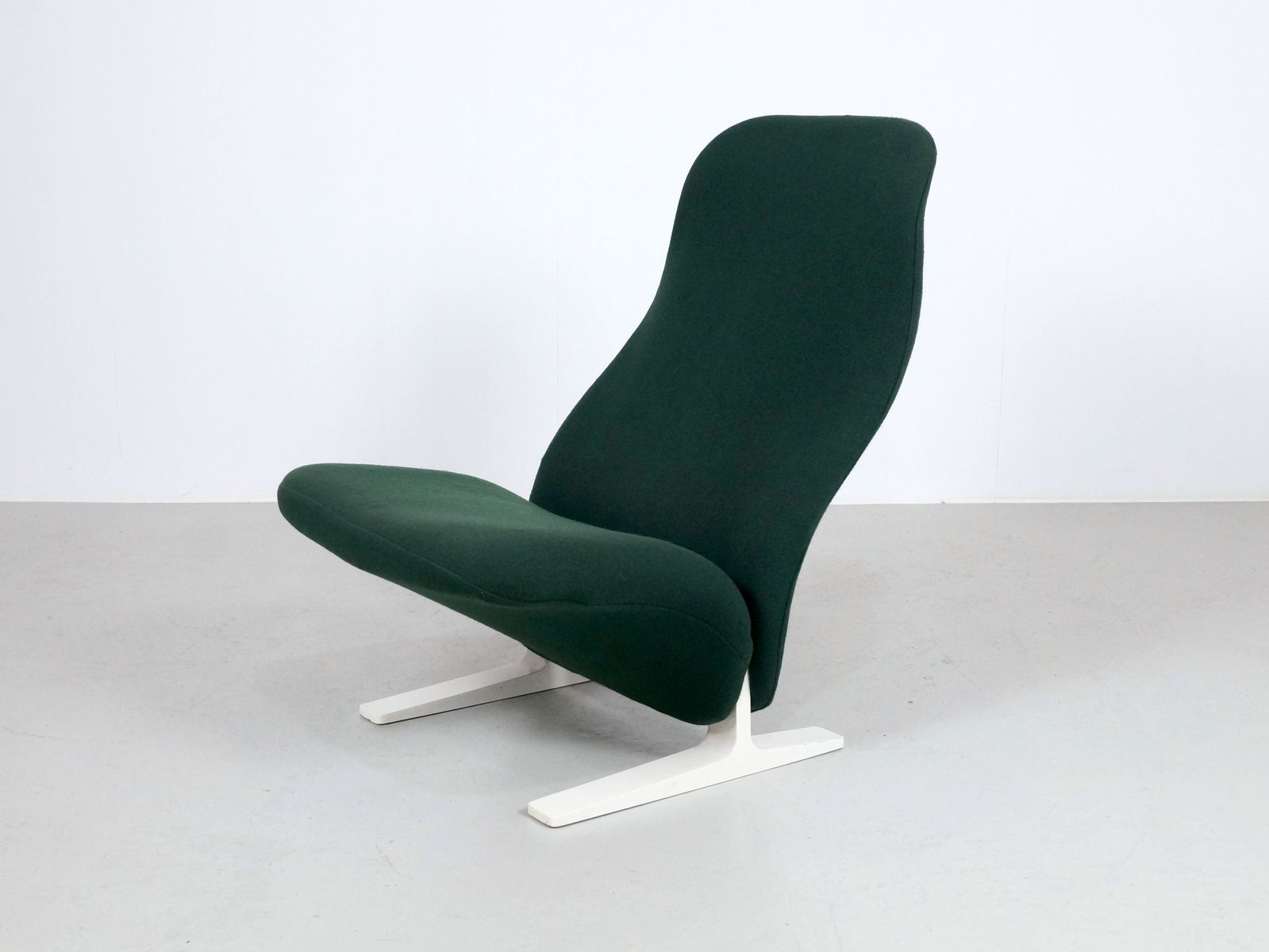 fauteuil concorde vert par pierre paulin for artifort en. Black Bedroom Furniture Sets. Home Design Ideas
