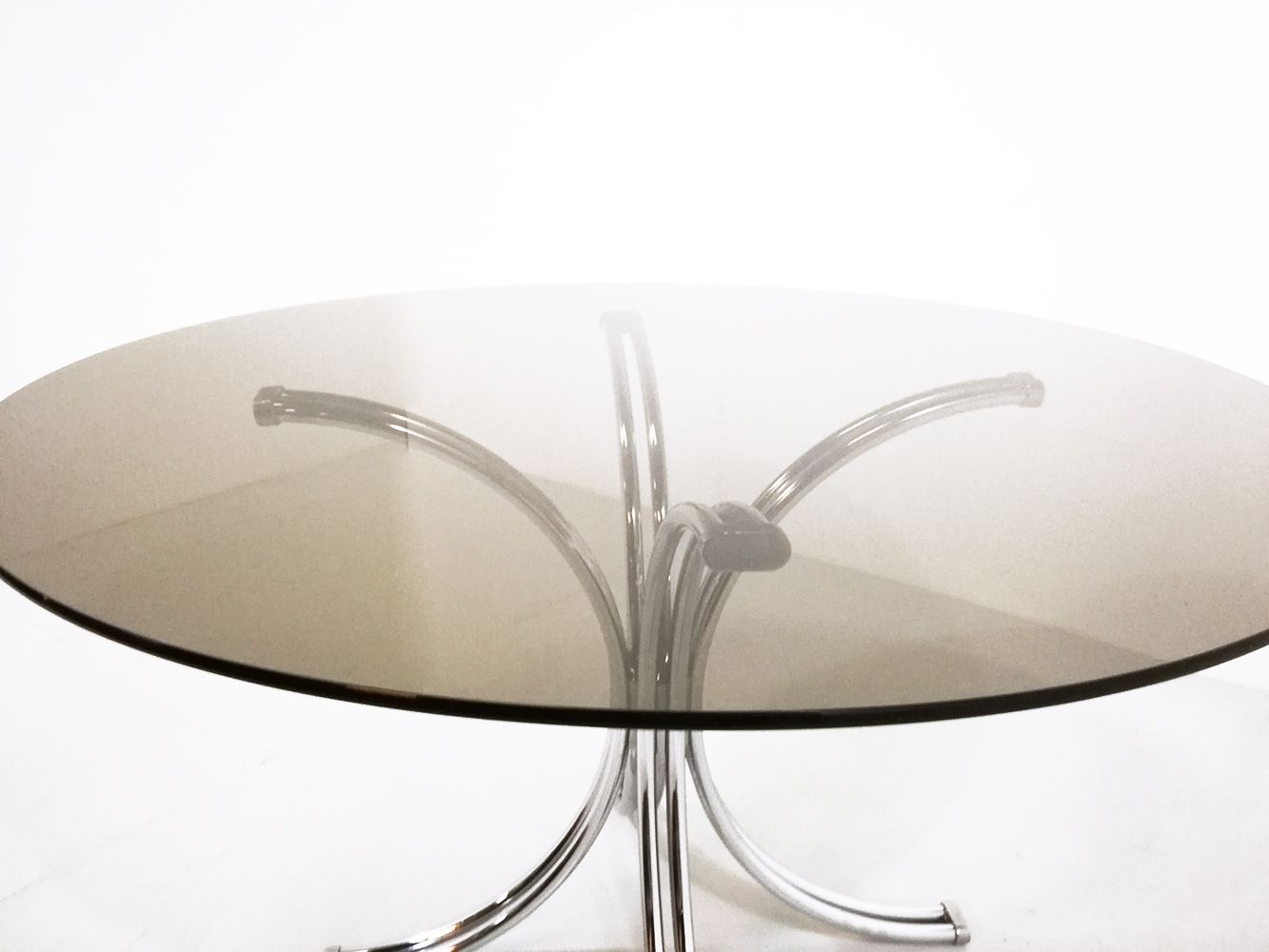 Round Smoked Glass Dining Table Smoked Glass Round Dining Table 1970 For Sale At Pamono