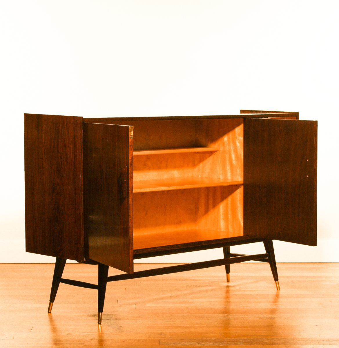 italienisches sideboard bei pamono kaufen. Black Bedroom Furniture Sets. Home Design Ideas