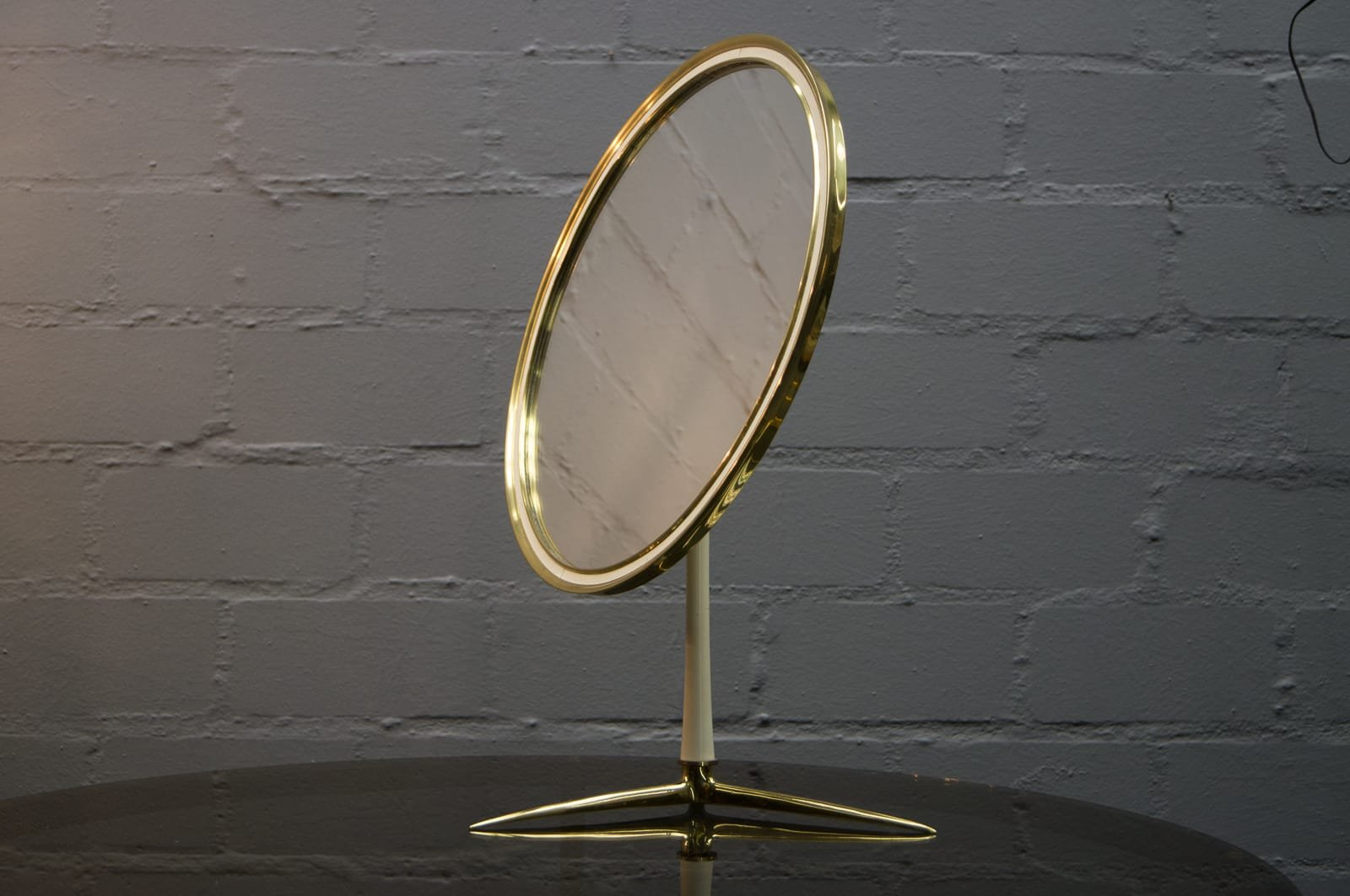round vanity table mirror from vereinigte werkst tten 1950s for sale at pamono. Black Bedroom Furniture Sets. Home Design Ideas