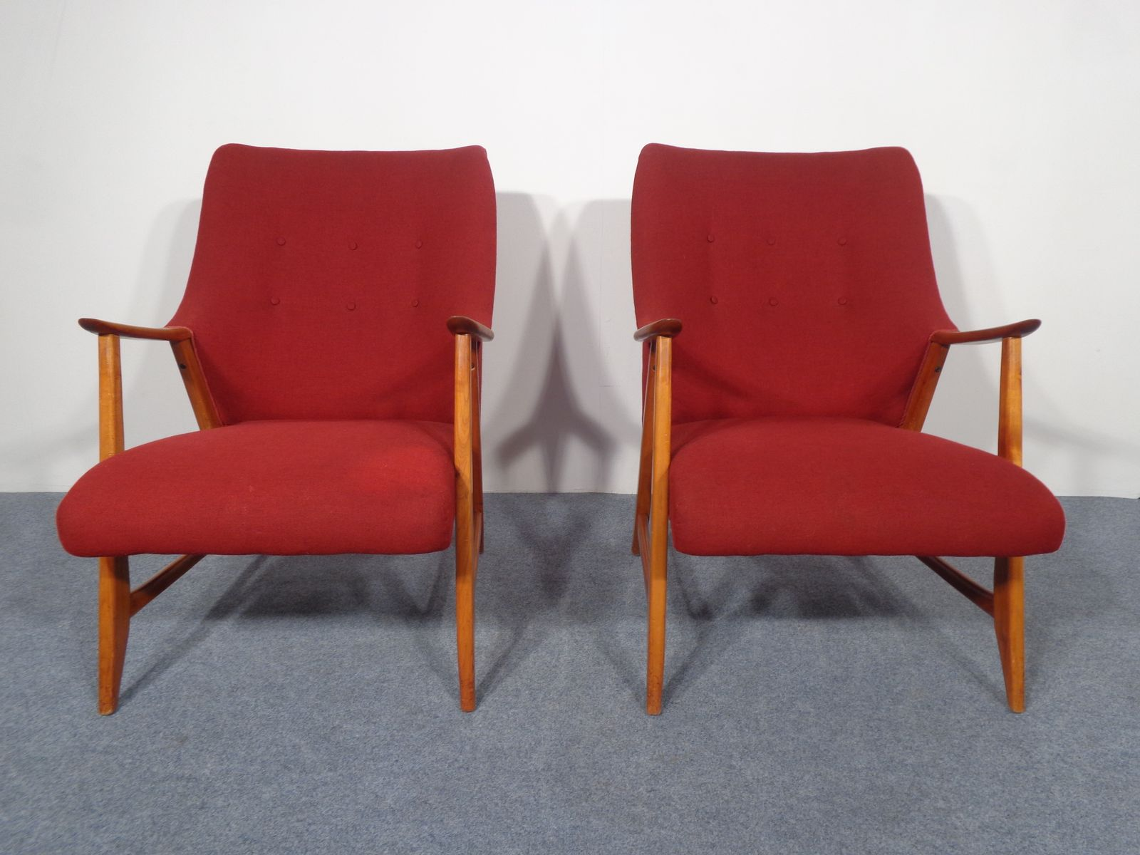 vintage sessel aus kirschholz in rot bei pamono kaufen. Black Bedroom Furniture Sets. Home Design Ideas