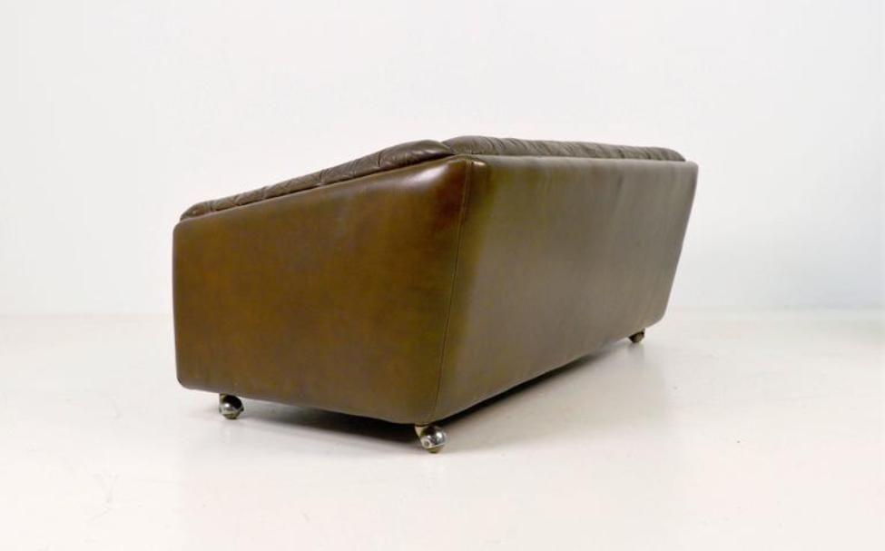 mid century zwei sitzer ledersofa von geoffrey harcourt f r artifort bei pamono kaufen. Black Bedroom Furniture Sets. Home Design Ideas