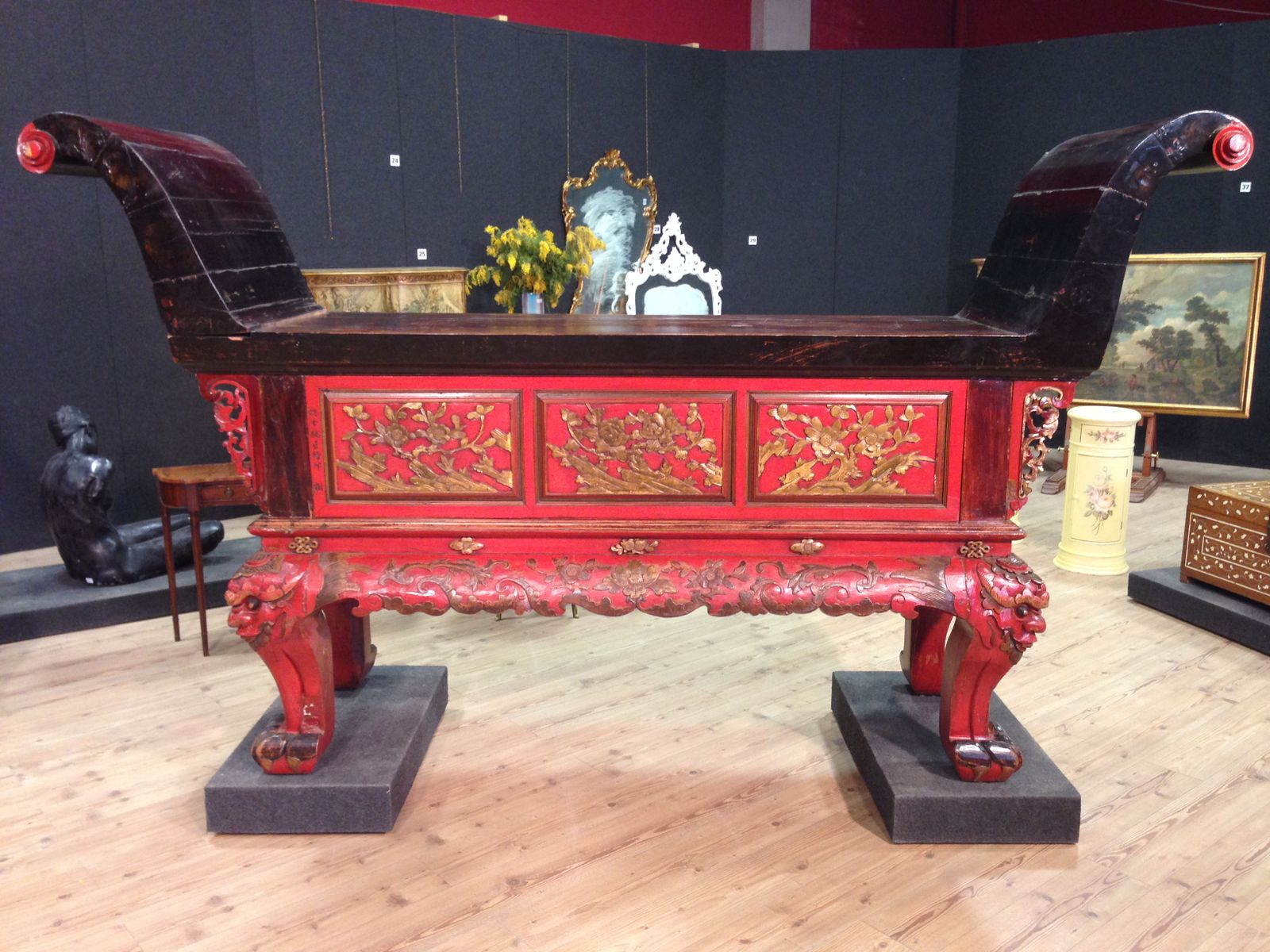 Vintage chinese console table for sale at pamono vintage chinese console table geotapseo Gallery
