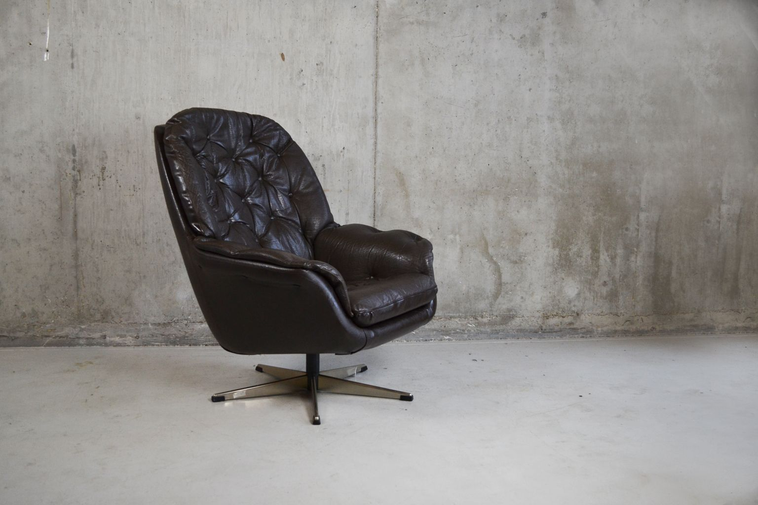 Black danish leather swivel lounge chair 1970s for sale for Swivel club chair leather