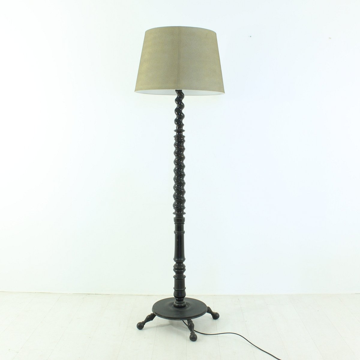 Vintage wooden floor lamp 1900s for sale at pamono Wood floor lamp