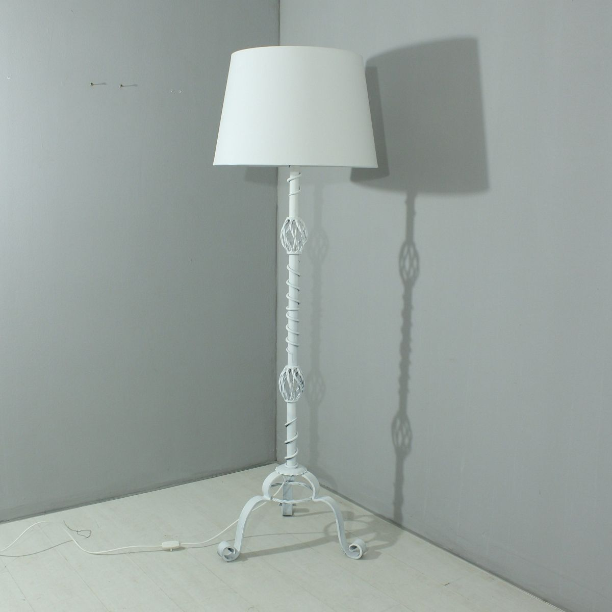 Vintage white floor lamp 1930s for sale at pamono for 1930s floor lamp